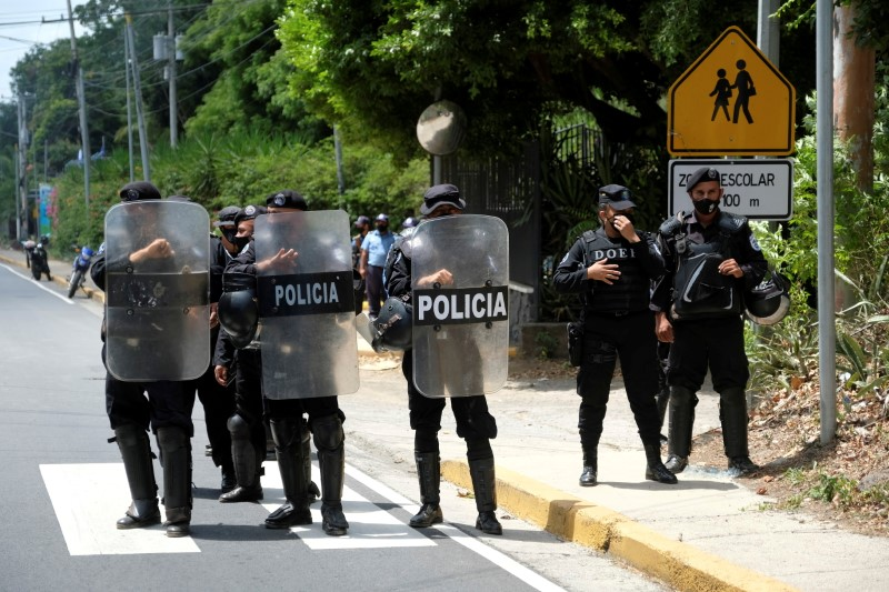 Nicaraguan police officers stand in formation as they block journalists working outside the house of opposition leader Cristiana Chamorro after prosecutors sought her arrest for money laundering and other crimes, according to judicial authorities, in Managua, Nicaragua June 2, 2021. REUTERS/Carlos Herrera/File Photo
