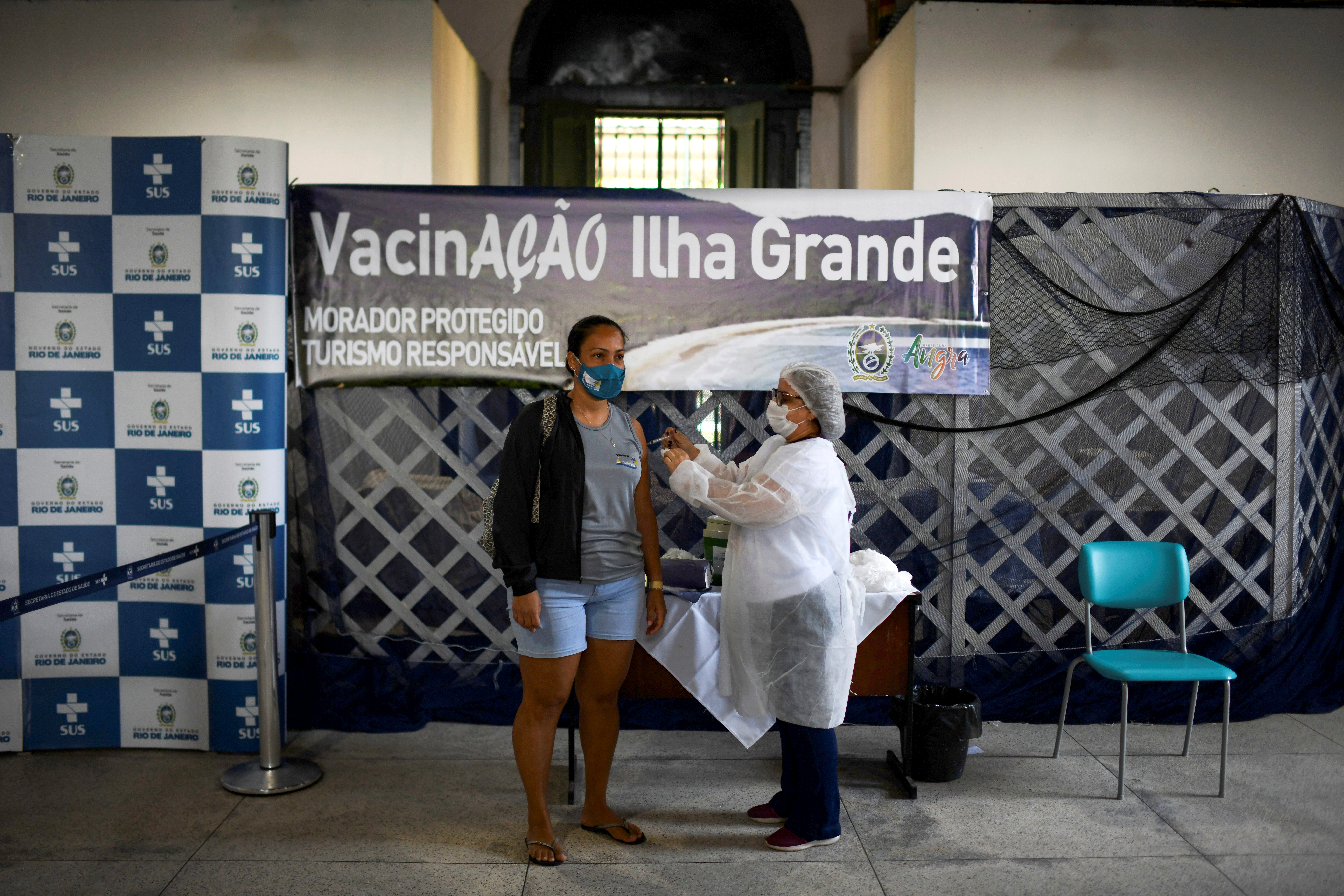 A health worker administers a dose of Johnson & Johnson vaccine against the coronavirus disease (COVID-19) to a resident, during mass vaccination at the Ilha Grande island, one of the most famous tourist spots in Rio de Janeiro state, Brazil, July 10, 2021. REUTERS/Lucas Landau