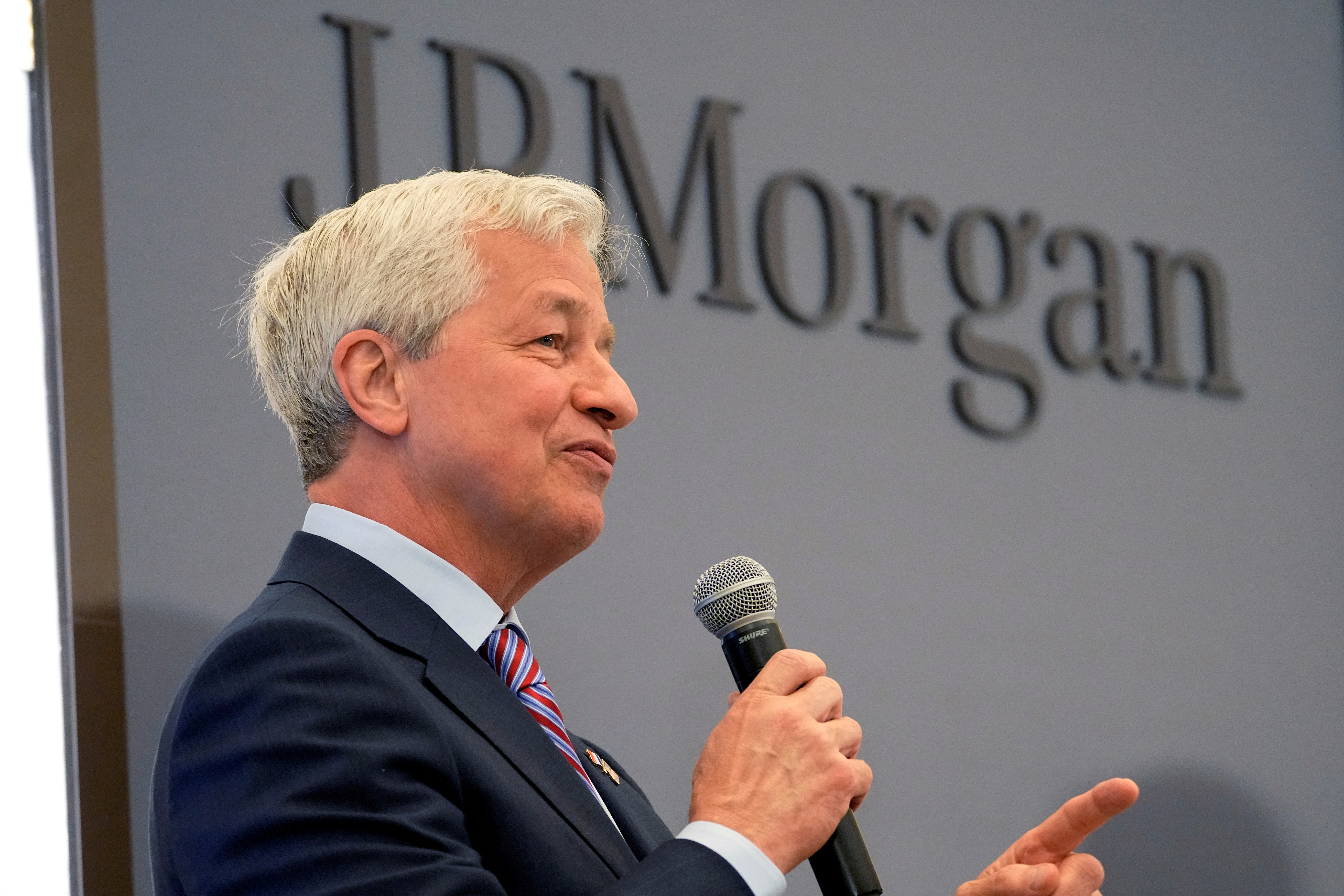 JP Morgan CEO Jamie Dimon delivers a speech during the inauguration the new French headquarters of JP Morgan bank in Paris, France June 29, 2021.  Michel Euler/Pool via REUTERS