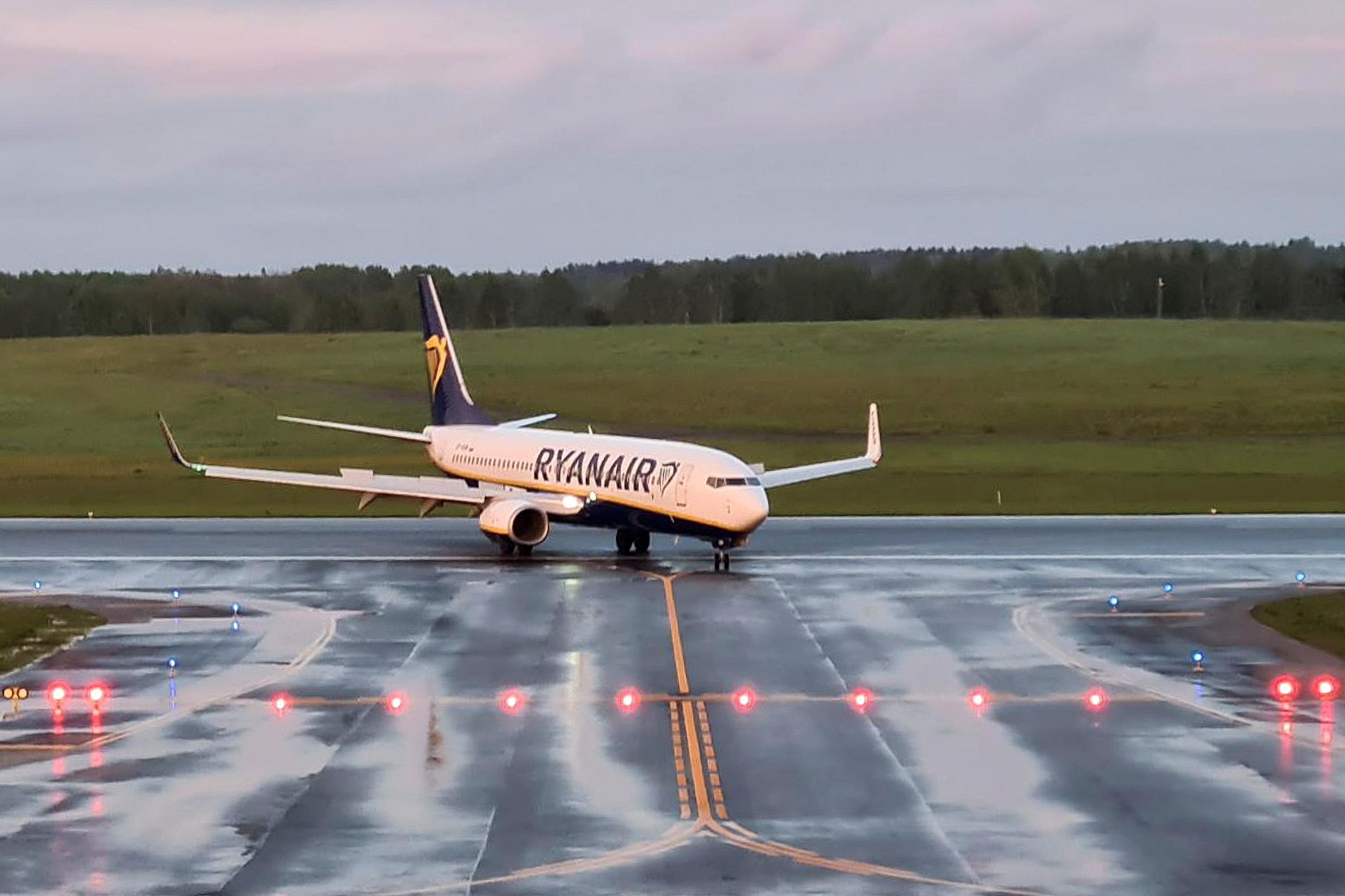 A Ryanair aircraft, which was carrying Belarusian opposition blogger and activist Roman Protasevich and diverted to Belarus, where authorities detained him, lands at Vilnius Airport in Vilnius, Lithuania May 23, 2021. REUTERS/Andrius Sytas