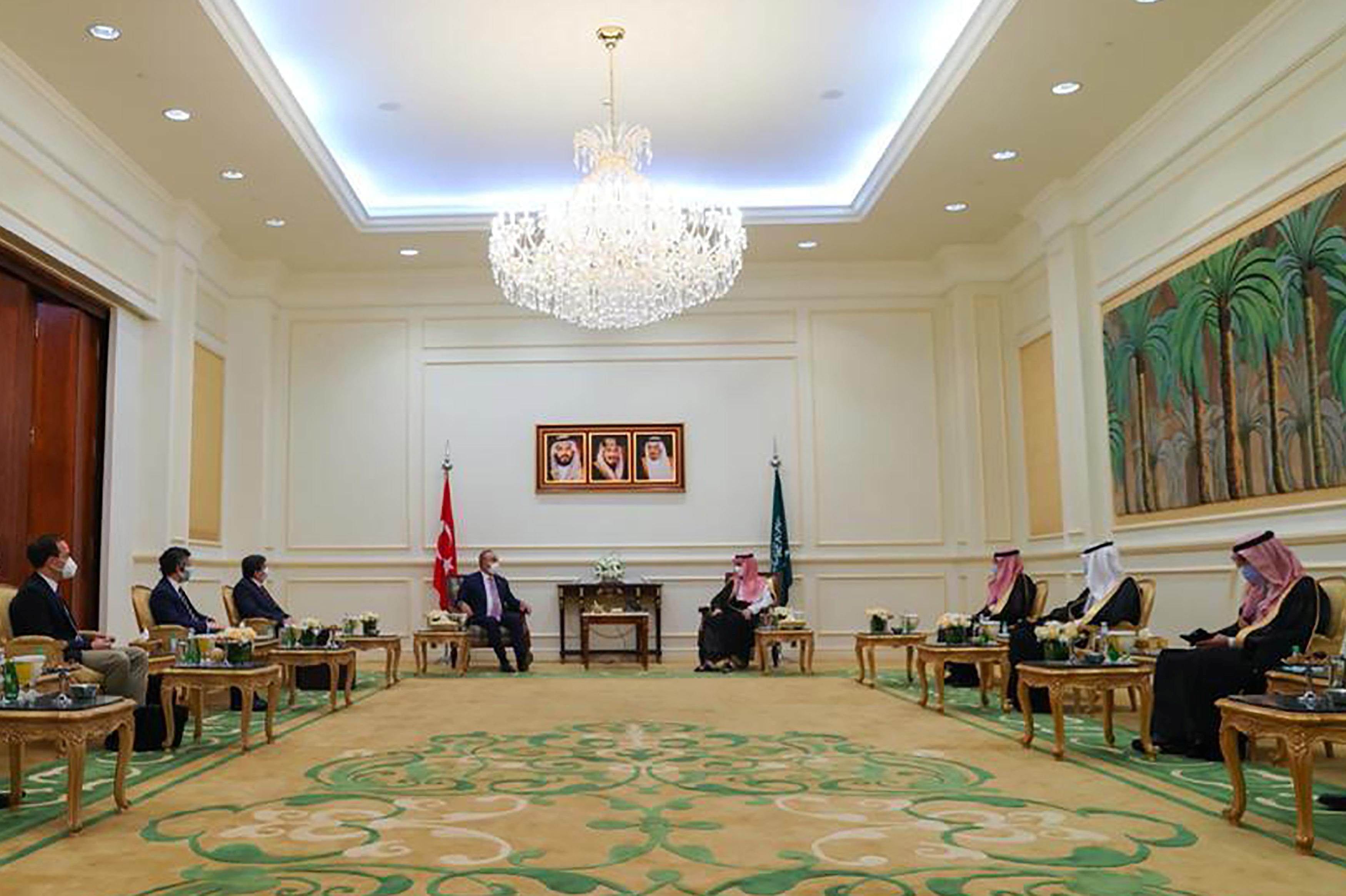 Turkish Foreign Minister, Mevlut Cavusoglu meets with Saudi Foreign Minister, Prince Faisal bin Farhan Al-Saud in the holy city of Mecca, Saudi Arabia, May 11, 2021. Saudi Press Agency/Handout via REUTERS