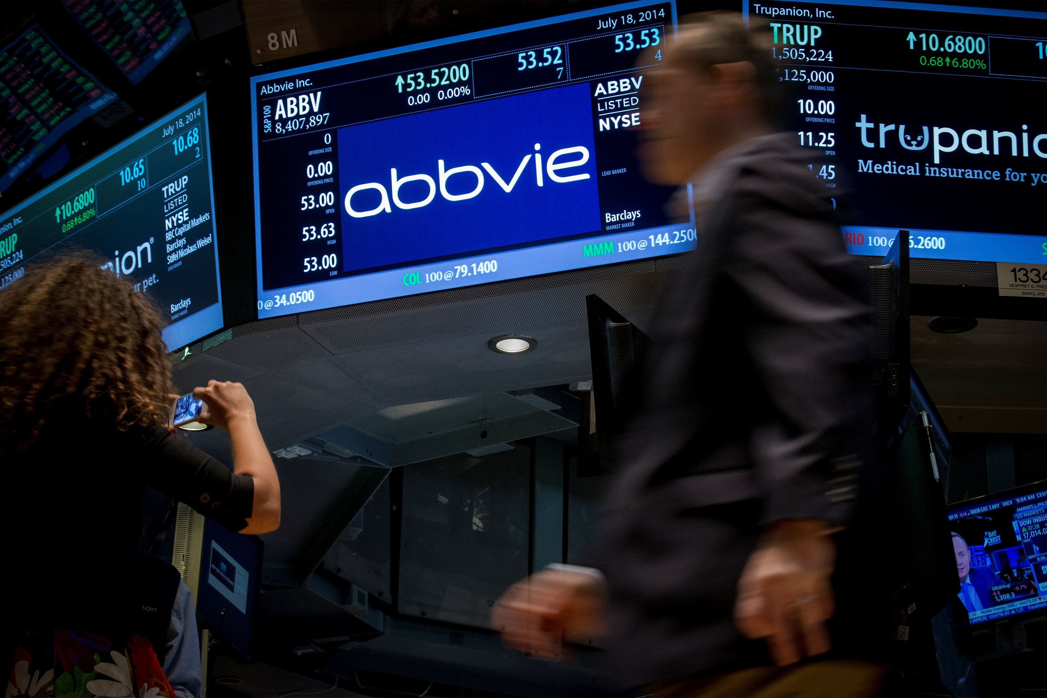 A screen displays the share price for pharmaceutical maker AbbVie on the floor of the New York Stock Exchange July 18, 2014.  REUTERS/Brendan McDermid/File Photo