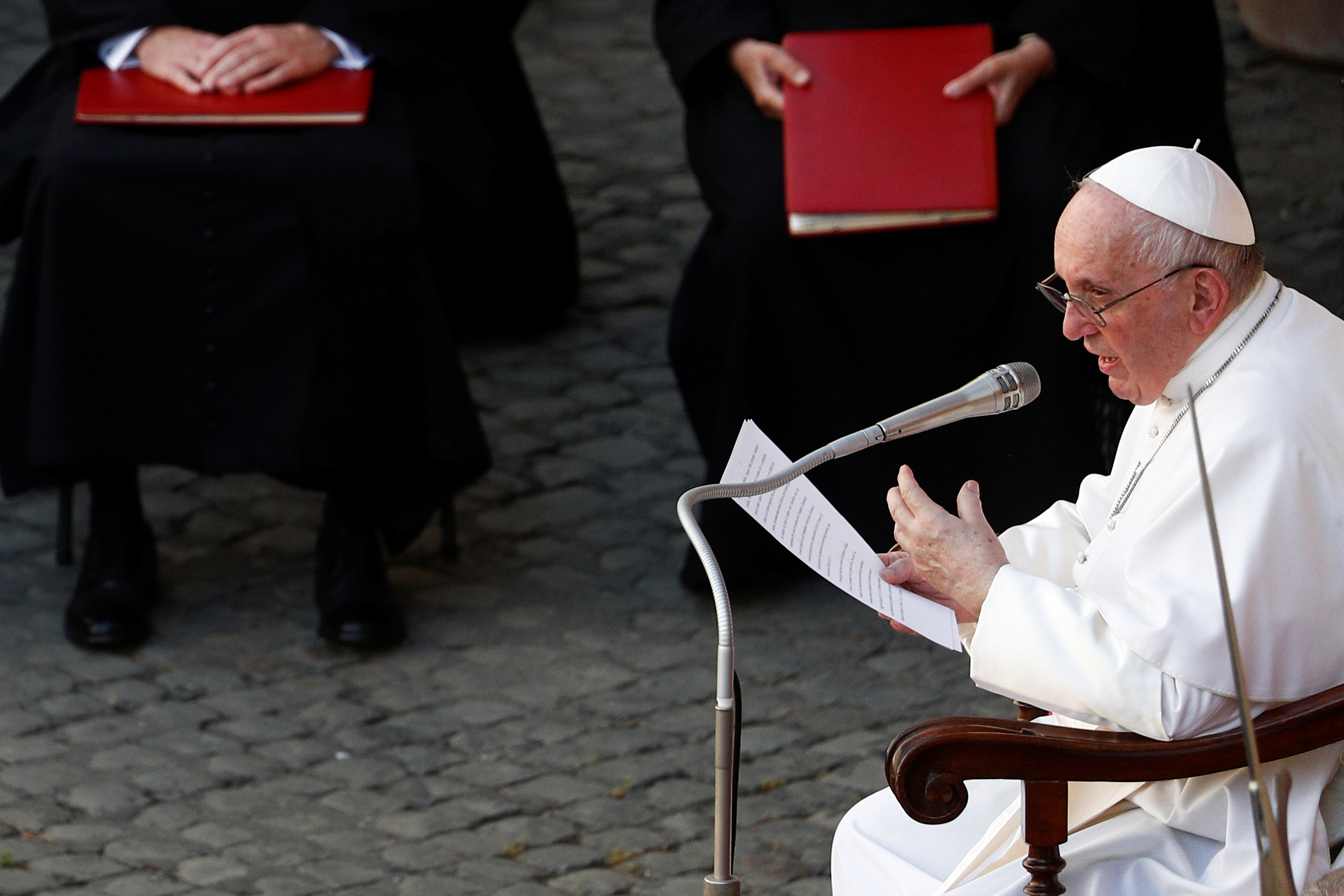 Pope Francis holds the weekly general audience at the San Damaso courtyard, at the Vatican, June 30, 2021. REUTERS/Guglielmo Mangiapane