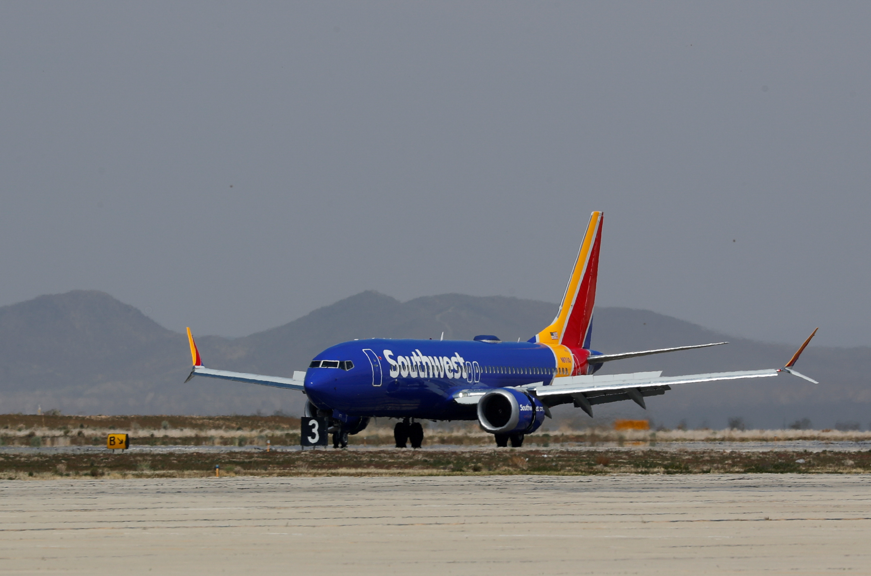 A Southwest Airline Boeing 737 MAX 8 aircraft lands at Victorville Airport in Victorville, California, U.S., March 26, 2019.  REUTERS/Mike Blake