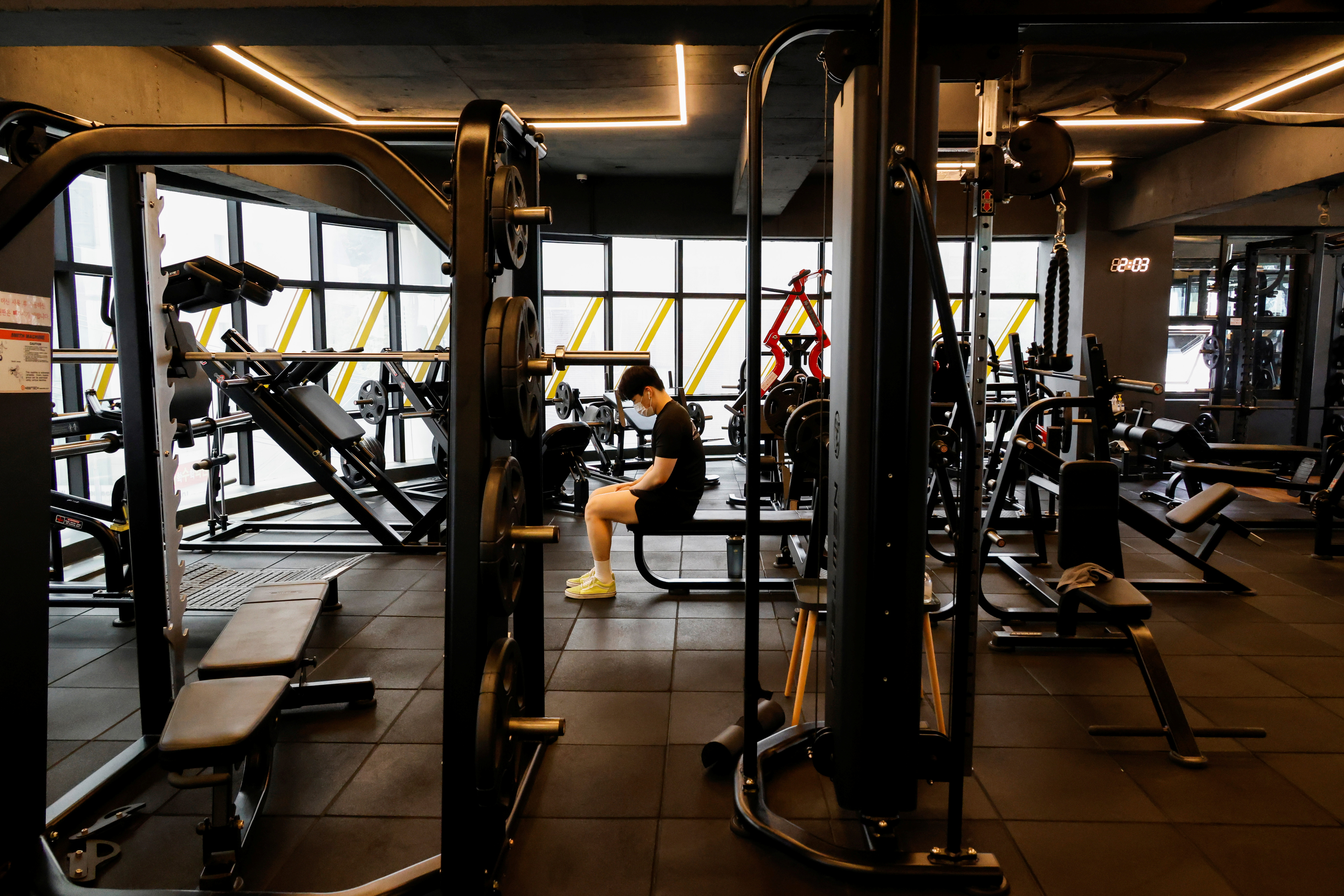 A gym member practices in a fitness club amid the coronavirus disease (COVID-19) pandemic in Seoul, South Korea, July 12, 2021. REUTERS/Heo Ran
