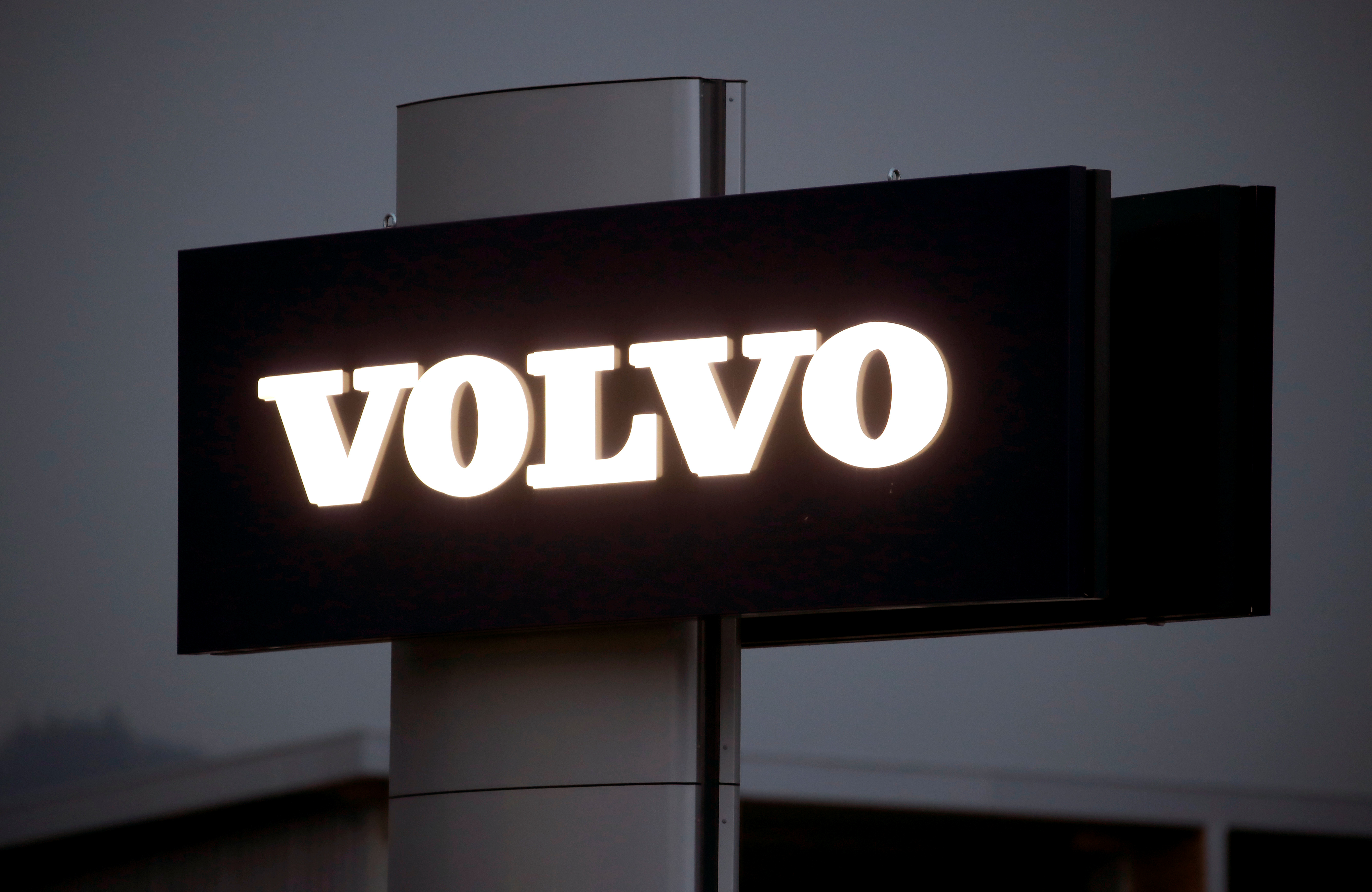 The logo of Swedish automobile manufacturer Volvo is seen at Stierli Automobile AG company in St. Erhard, Switzerland April 11, 2019.  REUTERS/Arnd Wiegmann/Files