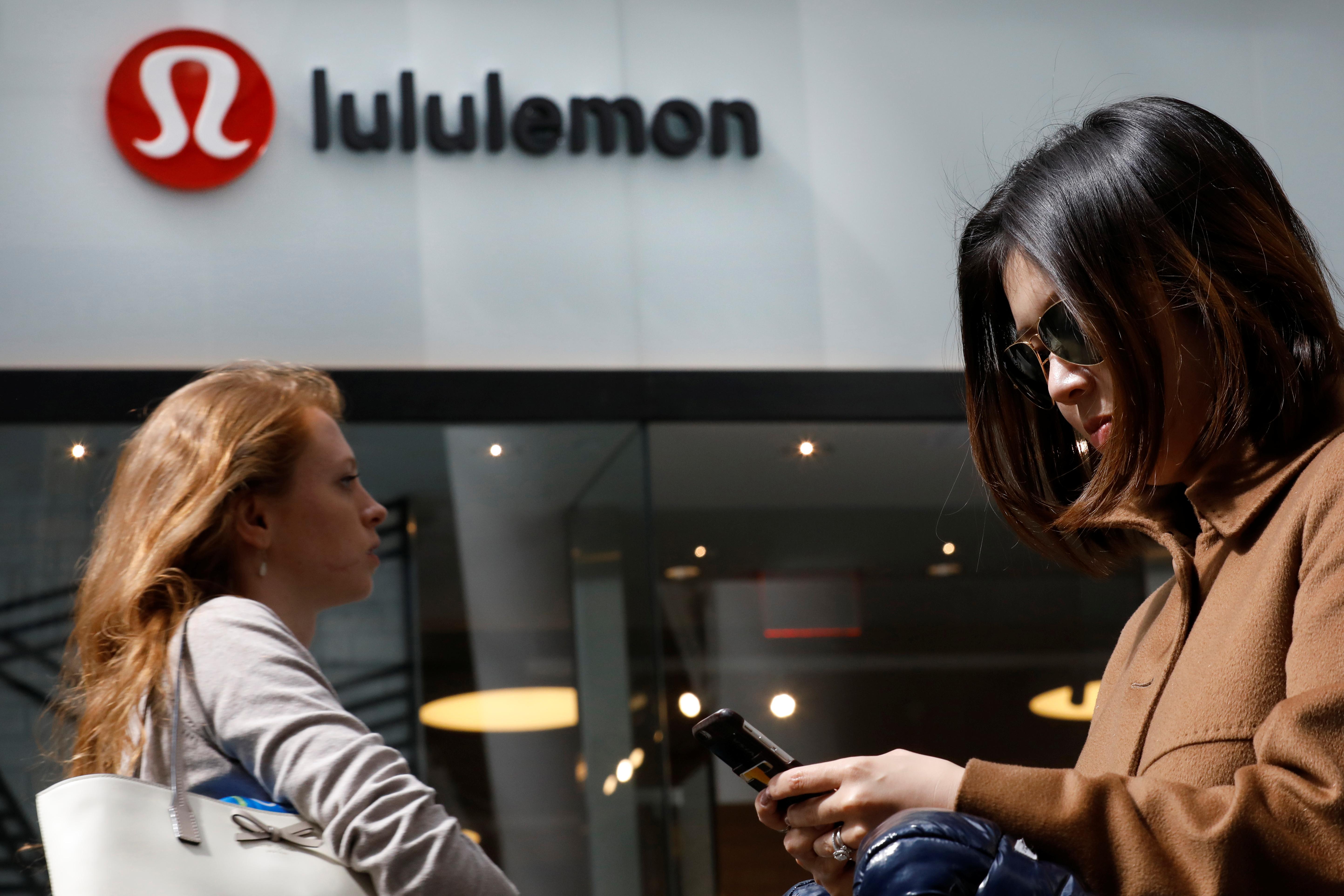 People walk past a store by yogawear retailer Lululemon Athletica in New York City, U.S., March 30, 2017. REUTERS/Brendan McDermid