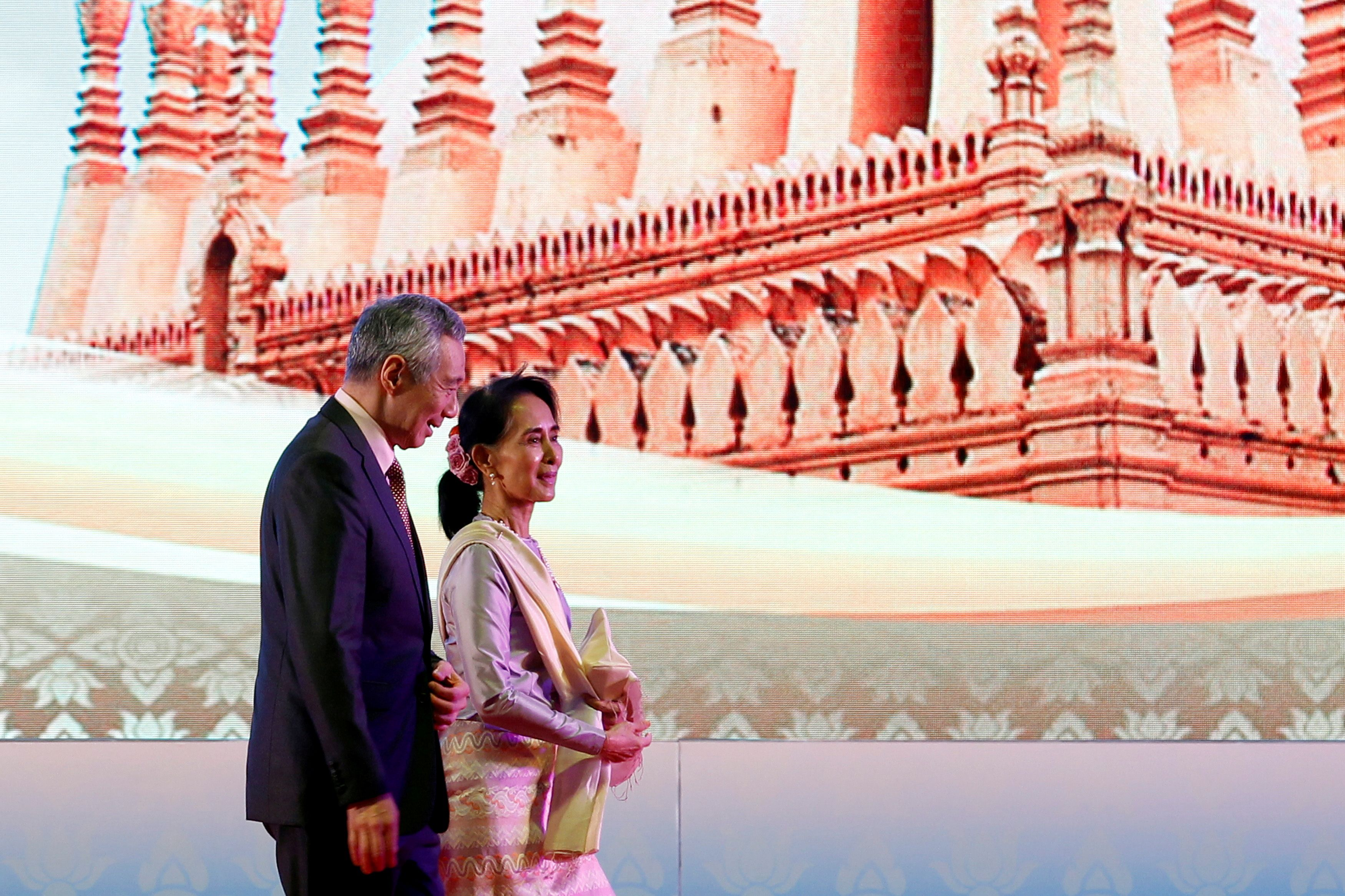 Myanmar leader Aung San Suu Kyi and Singapore's Prime Minister Lee Hsien Loong leave the opening ceremony of an ASEAN Summit in Vientiane, Laos September 6, 2016.  REUTERS/Soe Zeya Tun/File Photo