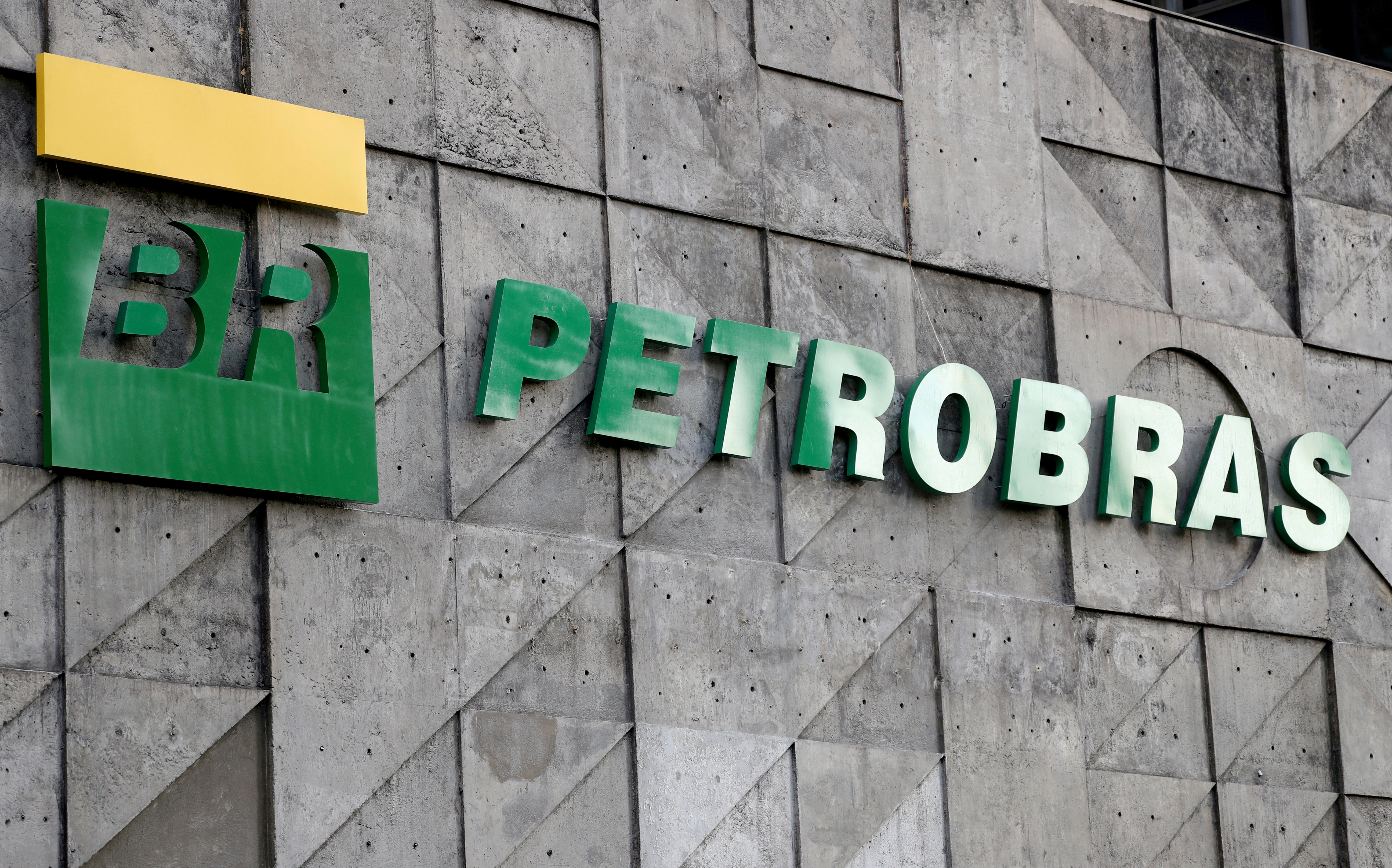 The logo of Brazil's state-run Petrobras oil company is seen at its headquarters in Rio de Janeiro, Brazil October 16, 2019. REUTERS/Sergio Moraes/File Photo