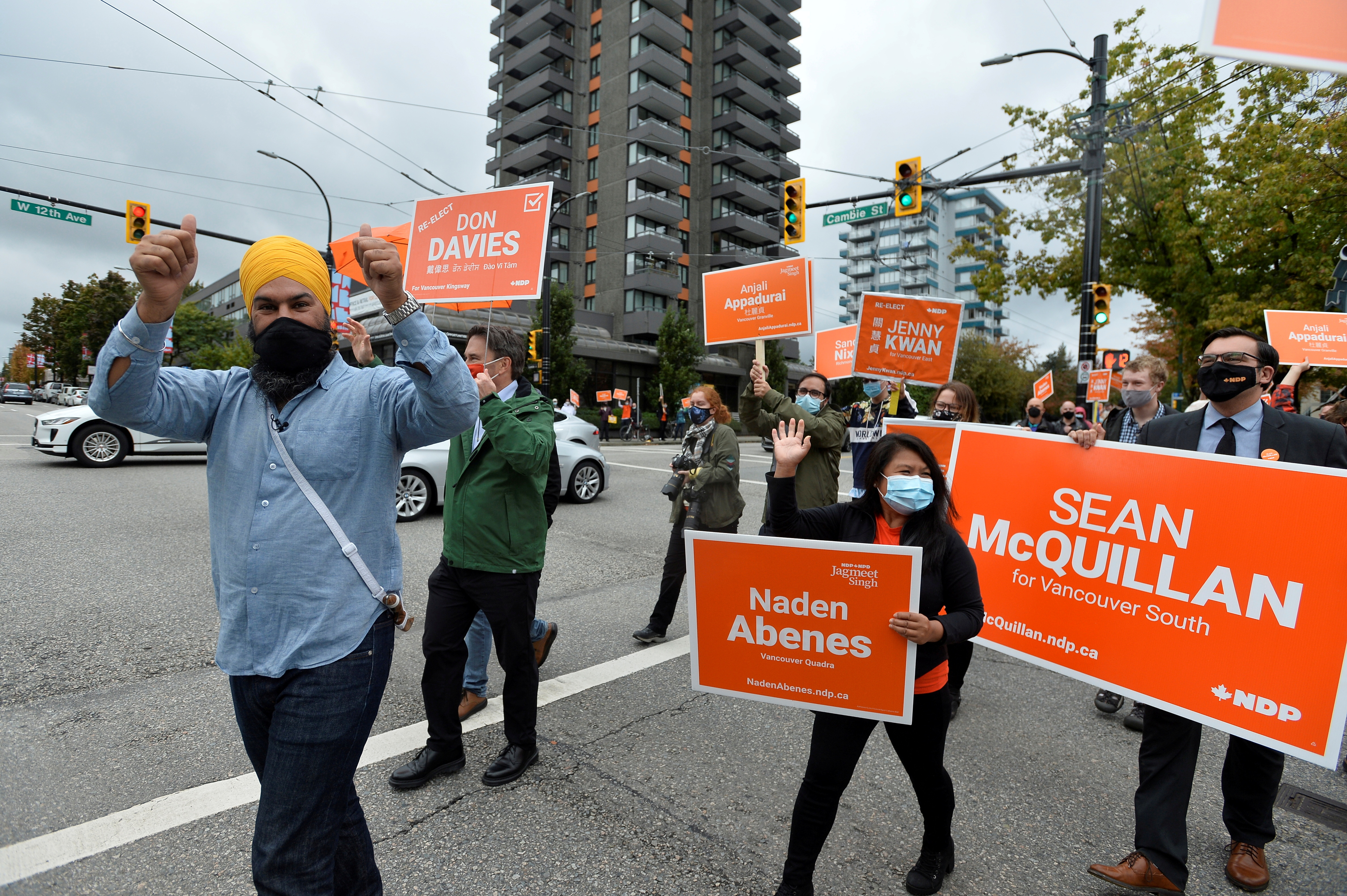 New Democratic Party (NDP) leader Jagmeet Singh meets with supporters during his election campaign tour in Vancouver, British Columbia, Canada September 19, 2021. REUTERS/Jennifer Gauthier/File Photo