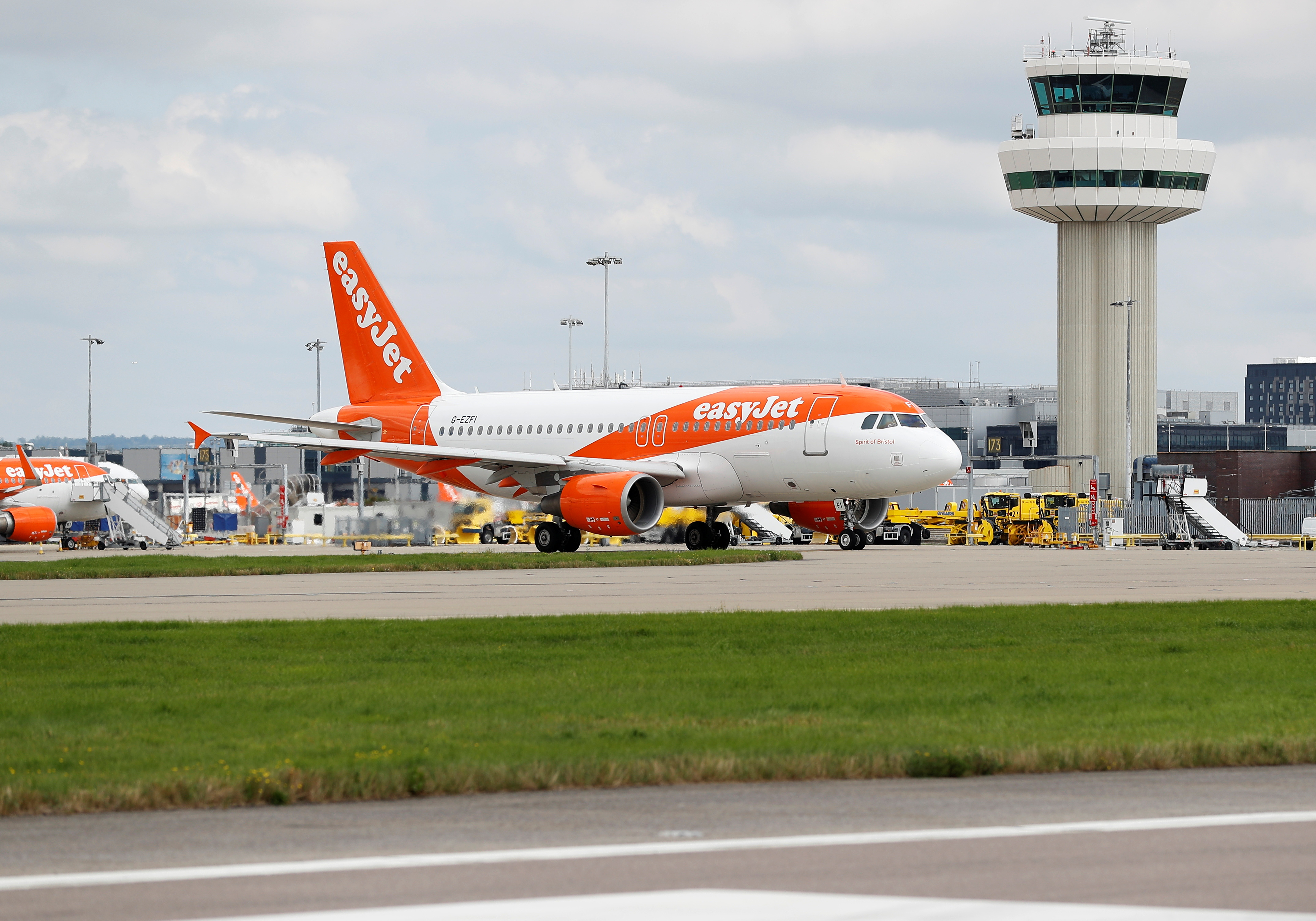 An Easyjet Airbus aircraft taxis close to the northern runway at Gatwick Airport in Crawley, Britain, August 25, 2021.  REUTERS/Peter Nicholls