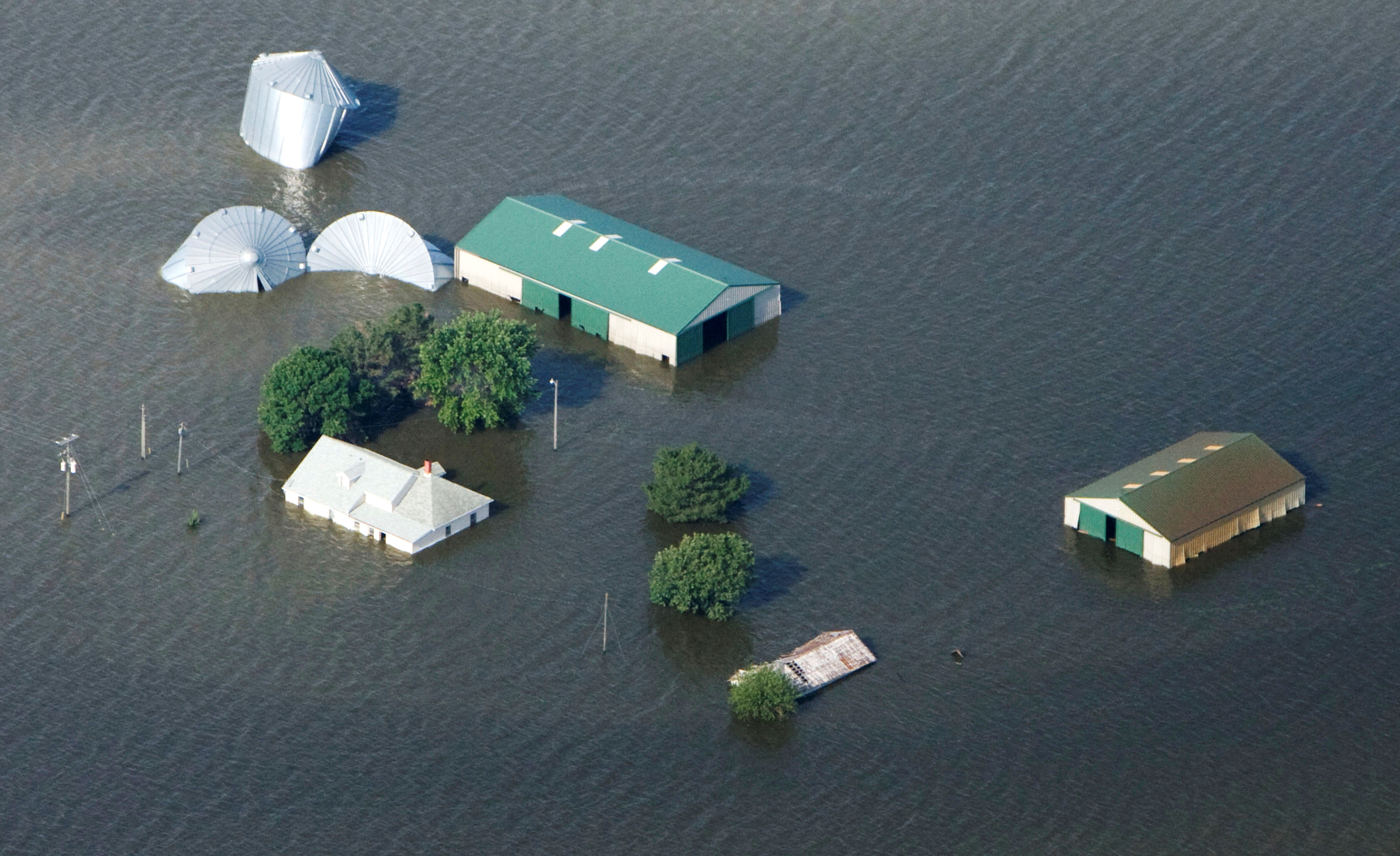 An aerial view of a farm north of Council Bluffs, Iowa, submerged in Missouri River flood waters June 24, 2011. The Missouri River, swollen by heavy rains and melting snow, has been flooding areas from Montana through Missouri.  REUTERS/Lane Hickenbottom (UNITED STATES - Tags: ENVIRONMENT DISASTER)/File Photo