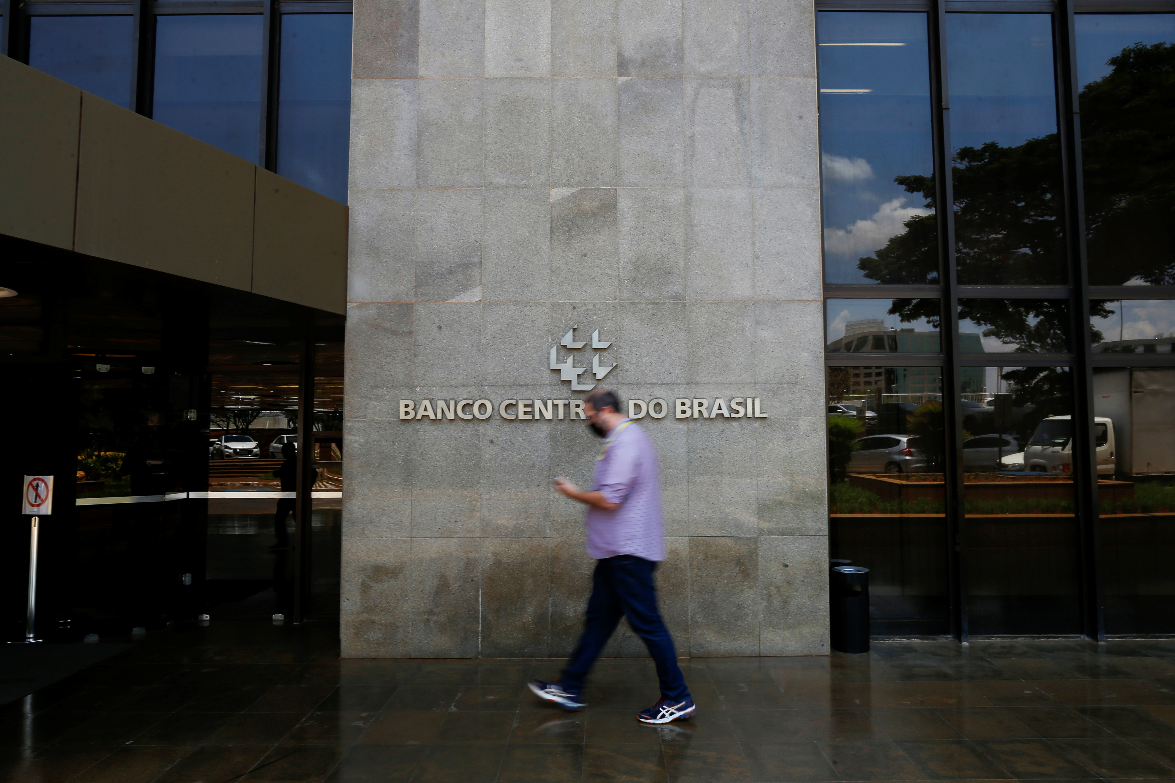 A man walks in front the Central bank headquarters building in Brasilia, Brazil October 4, 2021. REUTERS/Adriano Machado