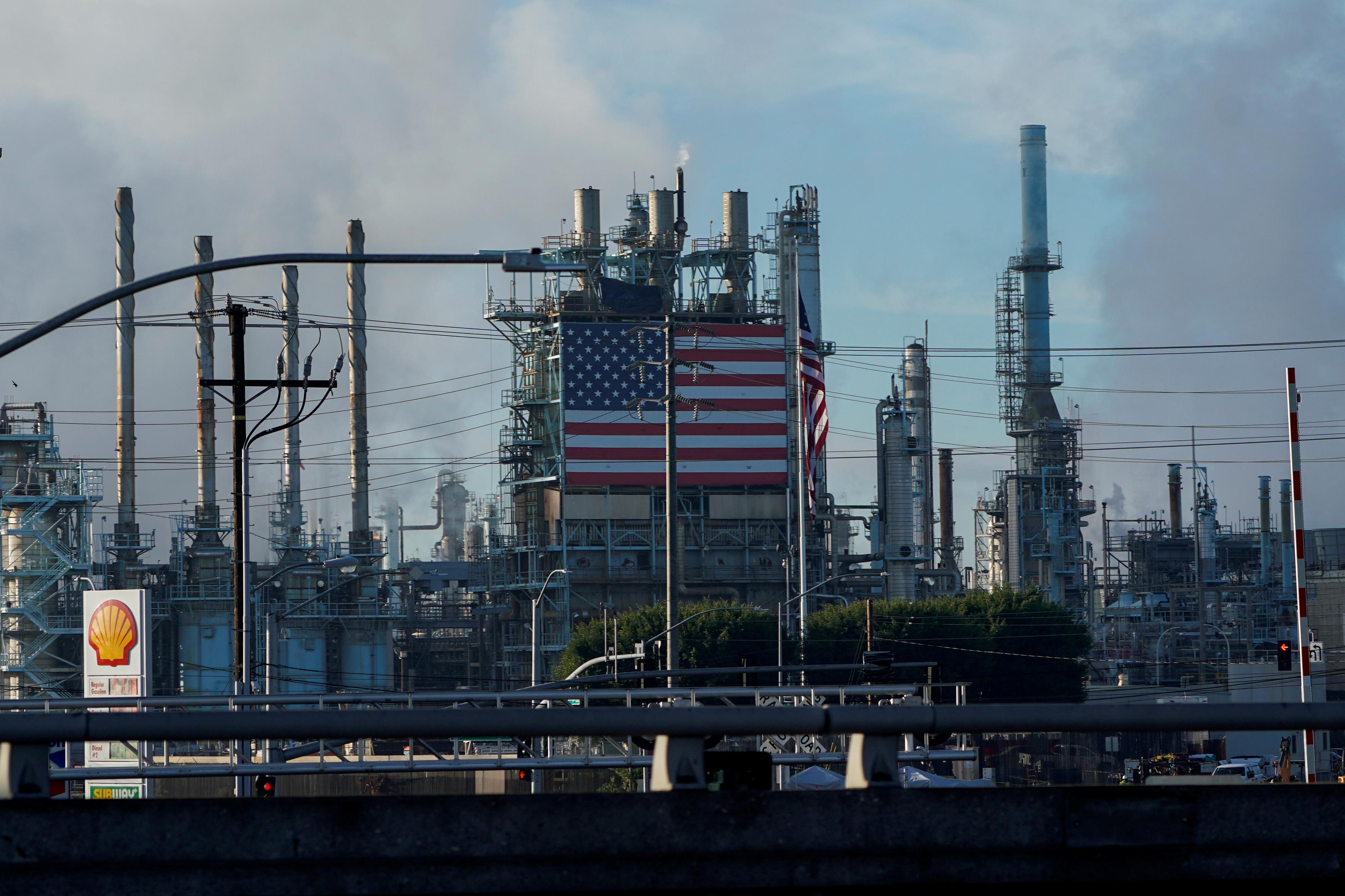 General view of the Marathon petroleum refinery in Carson, California, U.S., December 5, 2019.   REUTERS/Mike Blake
