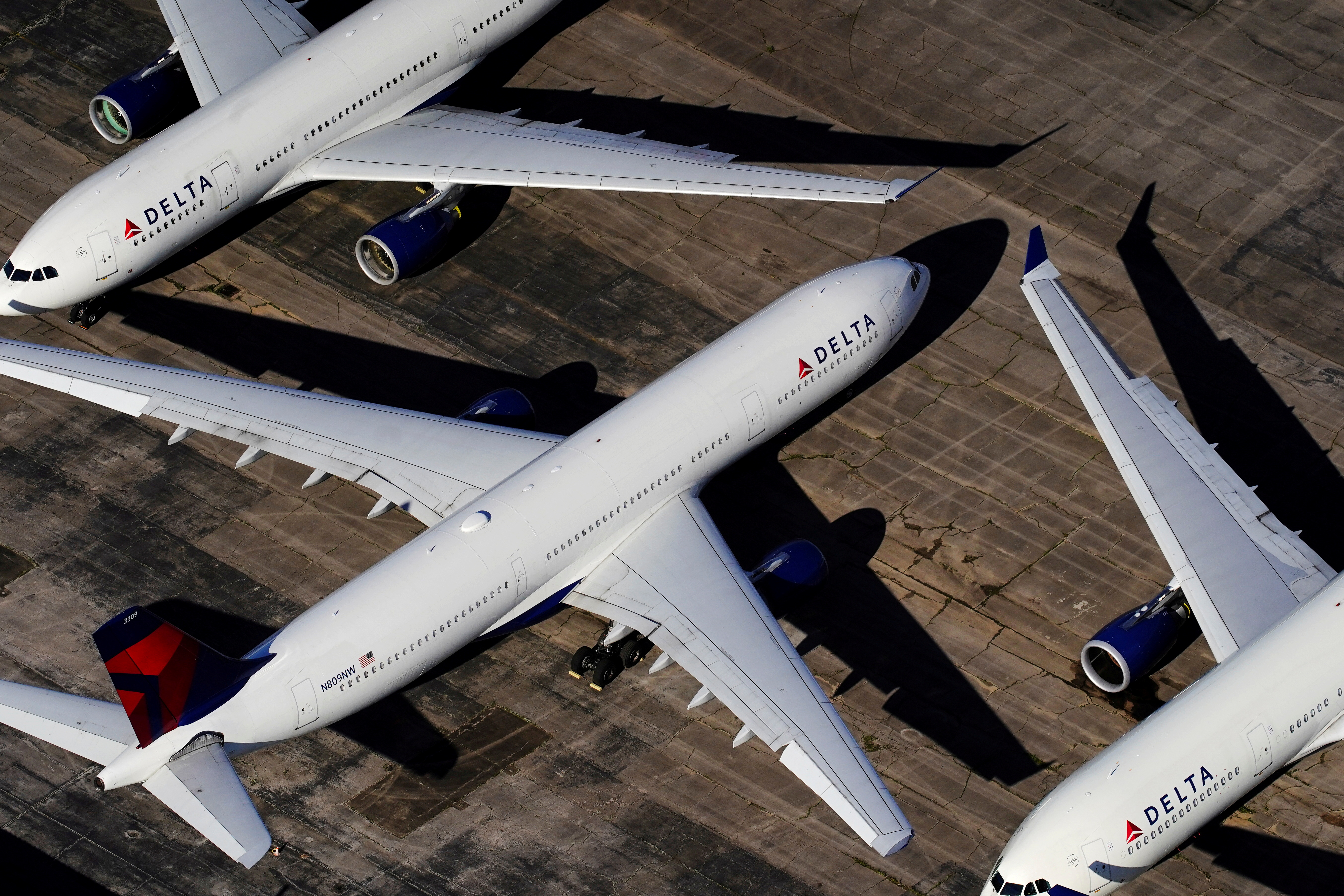 Delta Air Lines passenger planes are seen parked due to flight reductions made to slow the spread of coronavirus disease (COVID-19), at Birmingham-Shuttlesworth International Airport in Birmingham, Alabama, U.S. March 25, 2020.  REUTERS/Elijah Nouvelage/File Photo