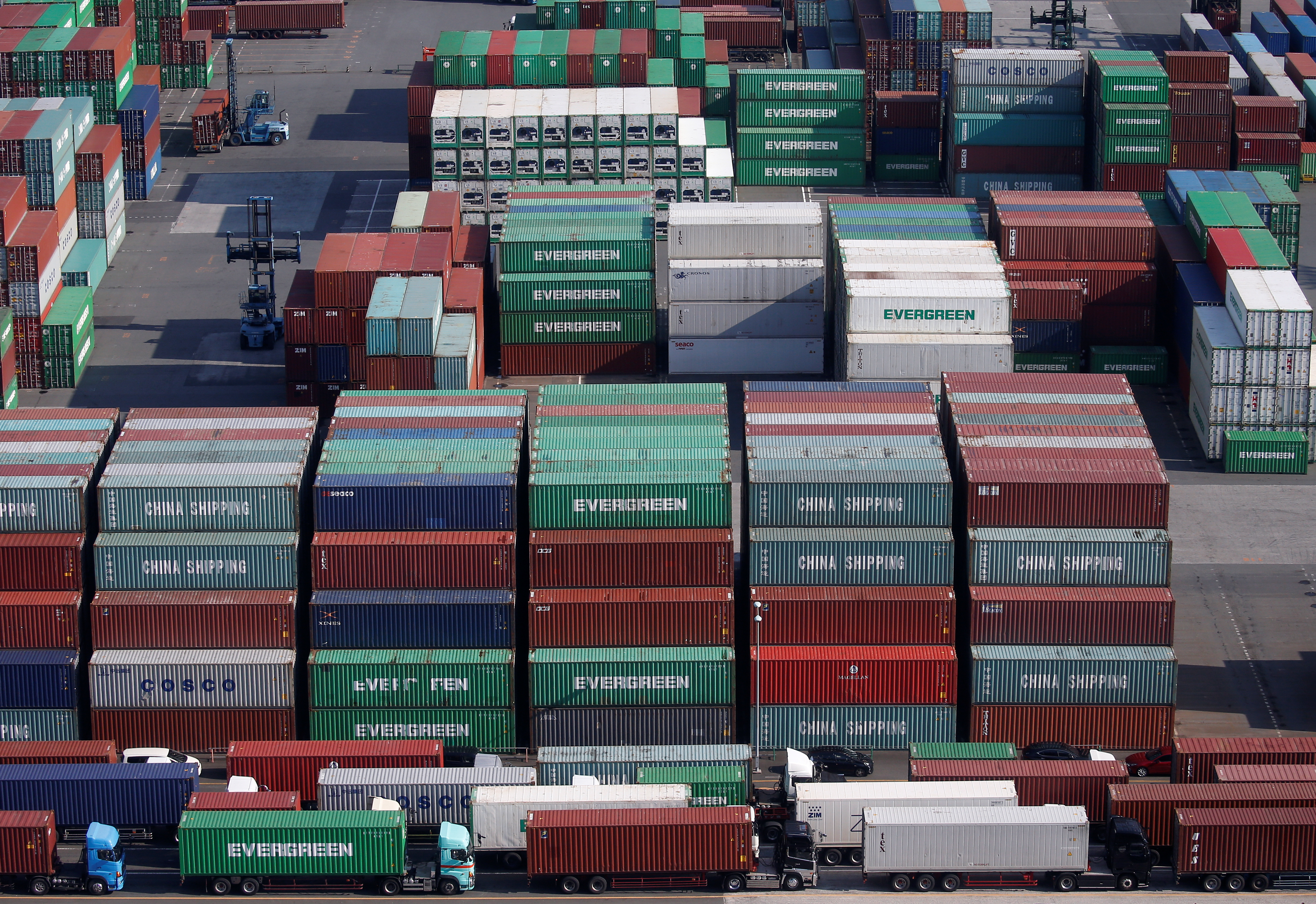 Shipping containers are seen at a port in Tokyo, Japan, March 22, 2017. REUTERS/Issei Kato