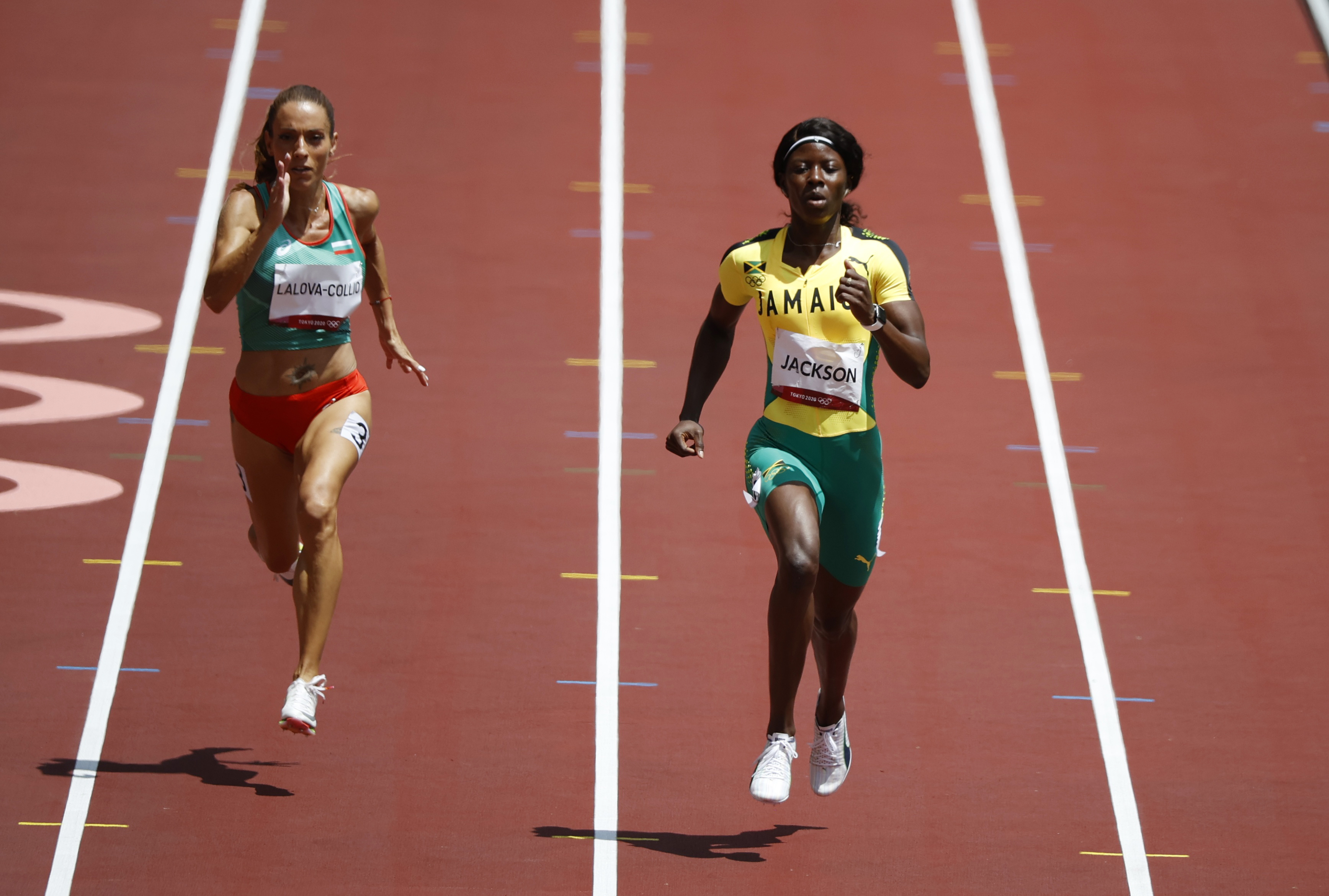 Tokyo 2020 Olympics - Athletics - Women's 200m - Round 1 - Olympic Stadium, Tokyo, Japan - August 2, 2021. Ivet Lalova-Collio of Bulgaria and Shericka Jackson of Jamaica in action during Heat 5 REUTERS/Phil Noble