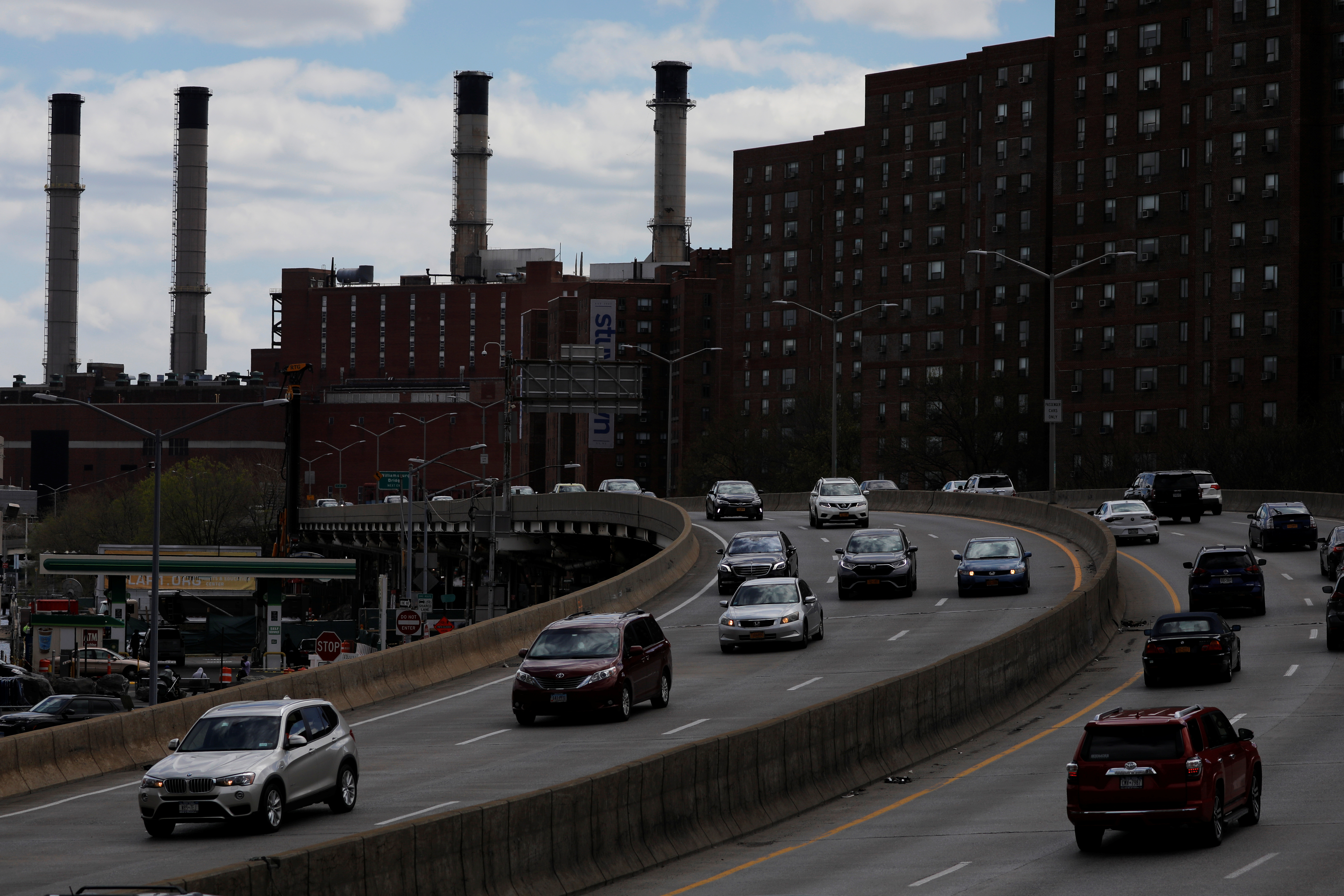 Cars travel along the FDR Drive in Manhattan, New York City, New York, U.S., April 22, 2021. REUTERS/Andrew Kelly