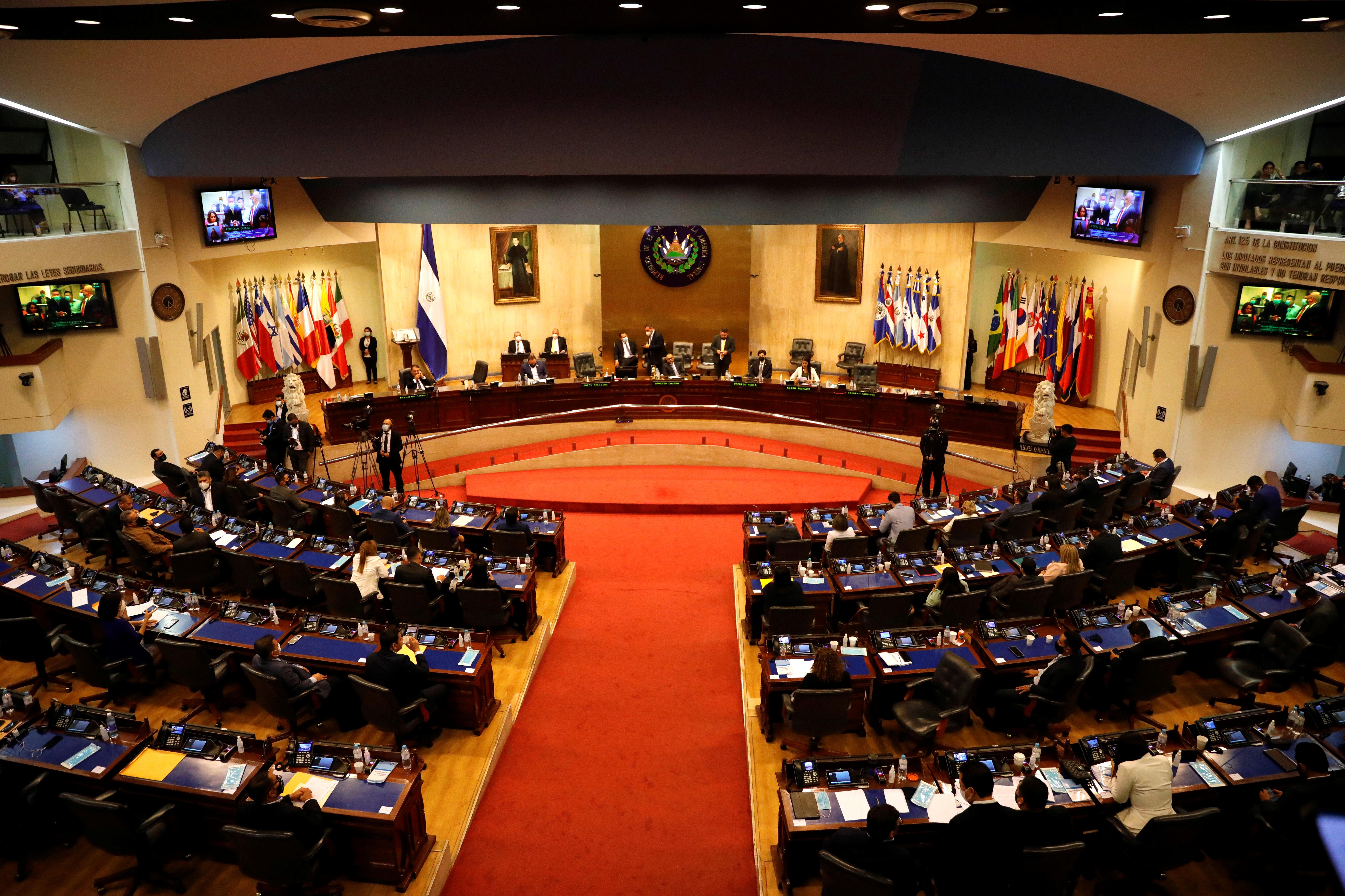 Representatives participate in a session to discuss the removal of Supreme Court judges at the Salvadoran congress, in San Salvador, El Salvador, May 1, 2021. REUTERS/Jose Cabezas