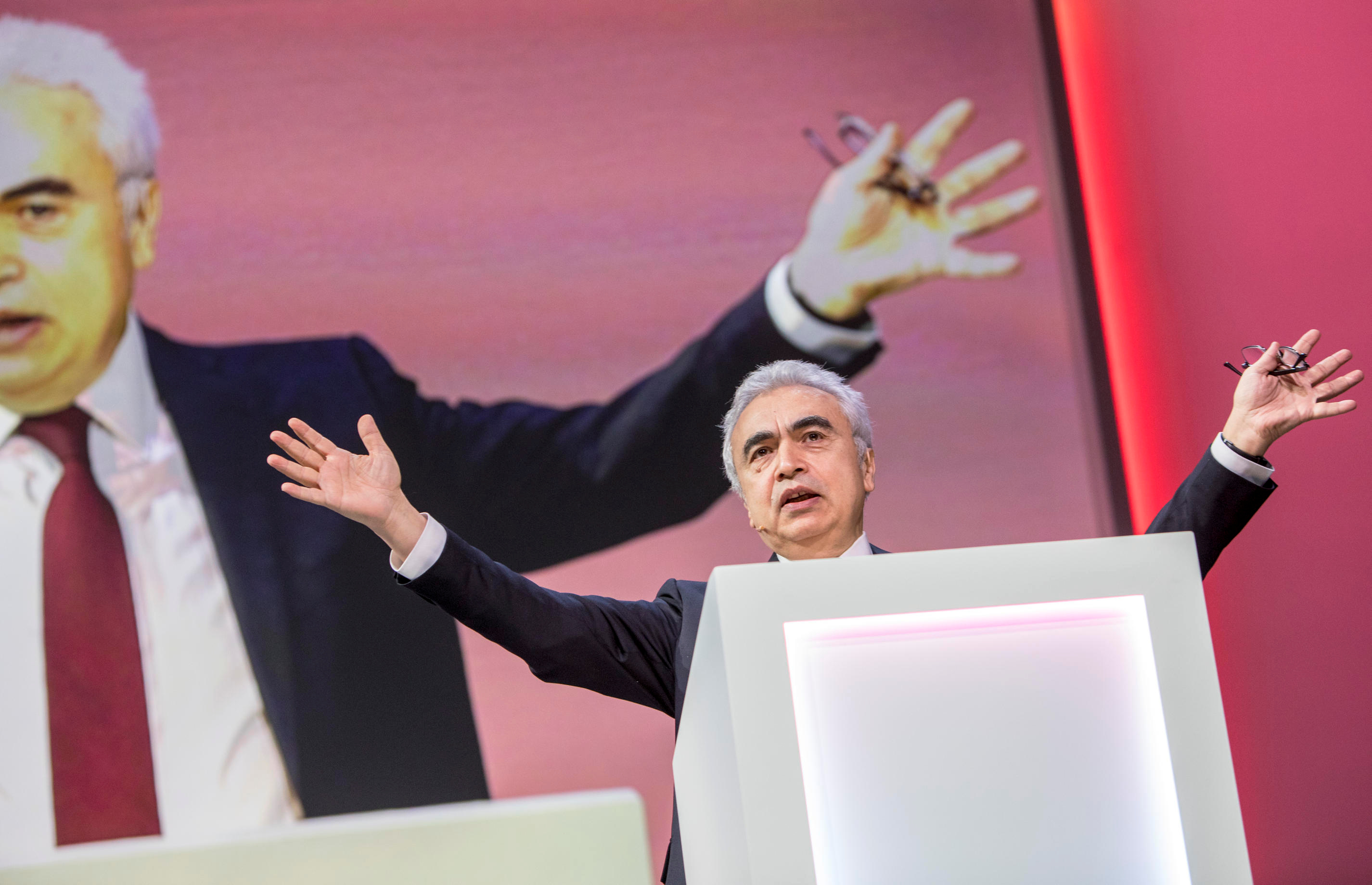 Fatih Birol, Executive Director of the International Energy Agency, speaks at Equinor's Autumn conference in Oslo, Norway November 26, 2019. Ole Berg-Rusten/NTB Scanpix/via REUTERS   ATTENTION EDITORS - THIS IMAGE WAS PROVIDED BY A THIRD PARTY. NORWAY OUT. NO COMMERCIAL OR EDITORIAL SALES IN NORWAY. - RC22JD96M0G2