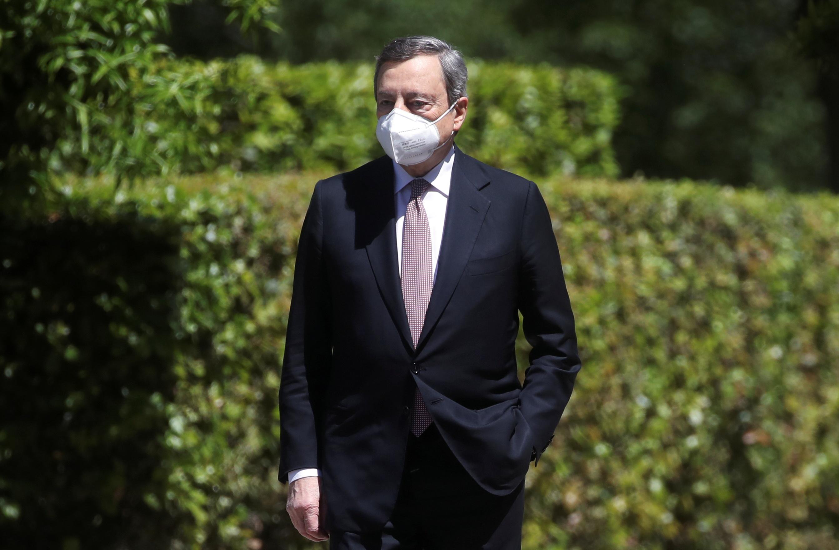 마리오 드라기 이탈리아 총리가 20년 21월 2021일 이탈리아 로마의 빌라 팜필지에서 열린 세계 보건 위기에 관한 가상 GXNUMX 정상회의에 참석하기 위해 도착하고 있다. REUTERS/Yara Nardi