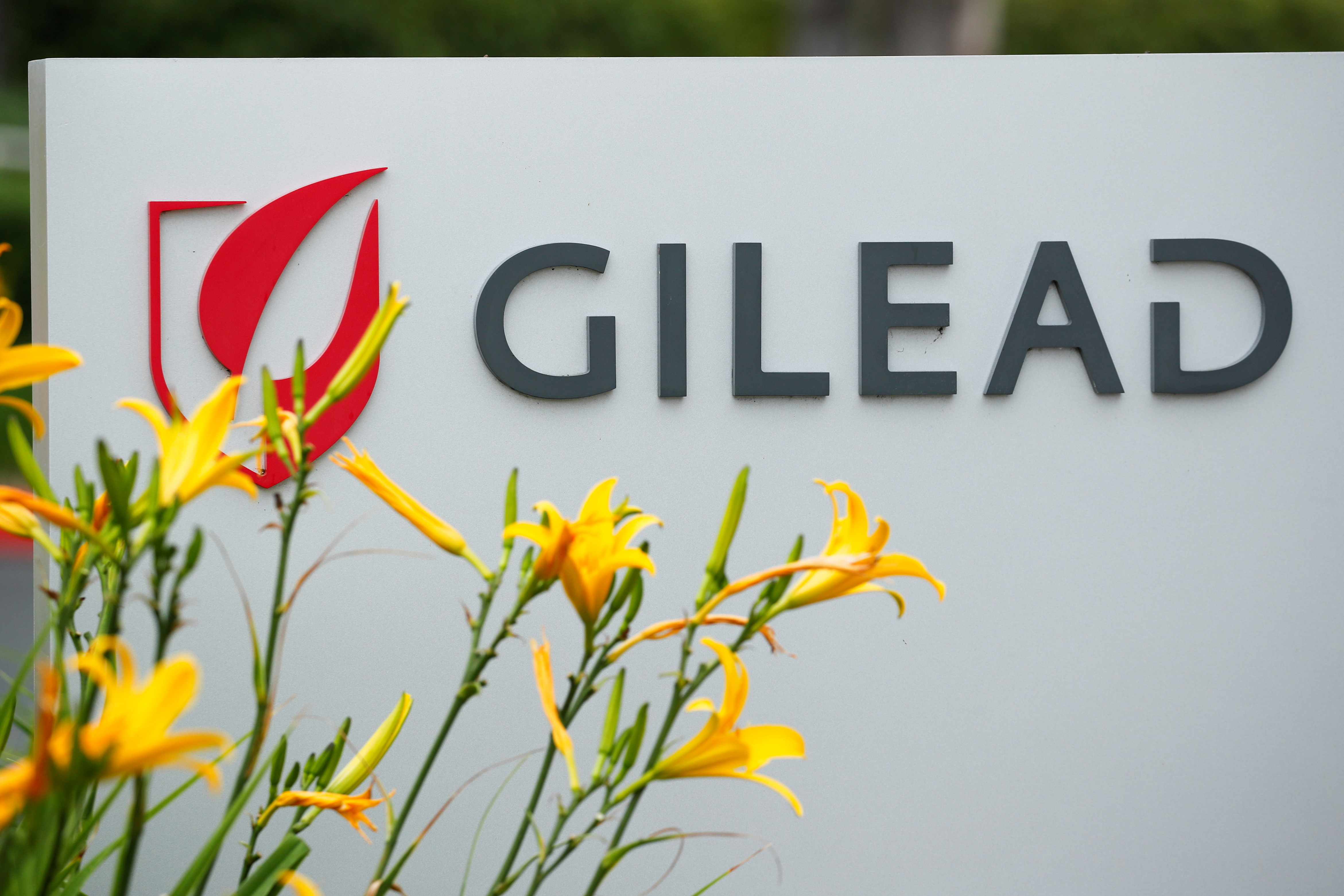 Gilead Sciences Inc pharmaceutical company is seen after they announced a Phase 3 Trial of the investigational antiviral drug Remdesivir in patients with severe coronavirus disease (COVID-19), during the outbreak of the coronavirus disease (COVID-19), in Oceanside, California, U.S., April 29, 2020. REUTERS/Mike Blake/File Photo