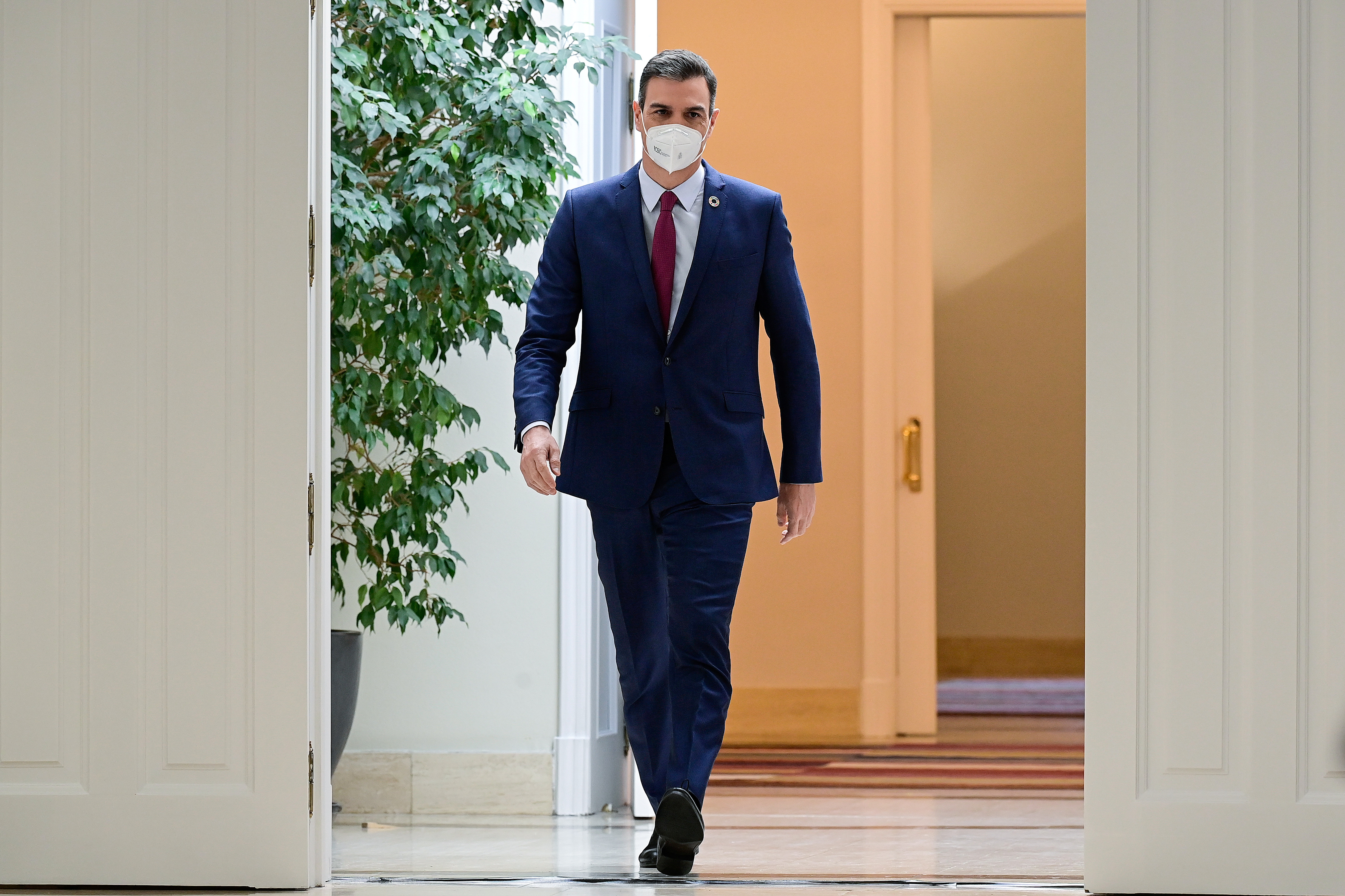 Spanish Prime Minister Pedro Sanchez arrives to a news conference, amid the coronavirus disease (COVID-19) pandemic, at Moncloa Palace, in Madrid, Spain December 29, 2020. Javier Soriano/Pool via Reuters