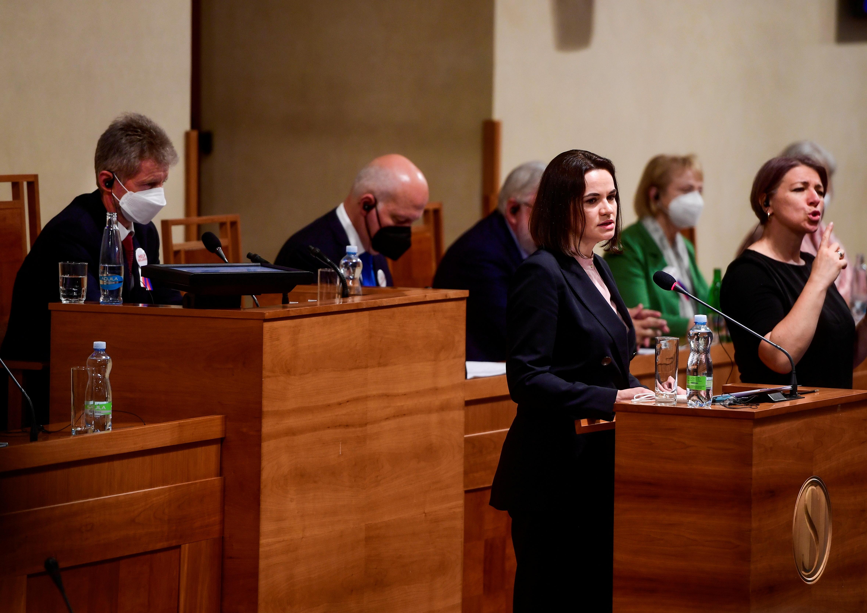 Ang pinuno ng oposisyon ng Belarus na si Sviatlana Tsikhanouskaya ay nagsasalita sa Czech Senate sa Prague, Czech Republic, Hunyo 9, 2021. Roman Vondrous / Pool sa pamamagitan ng Reuters