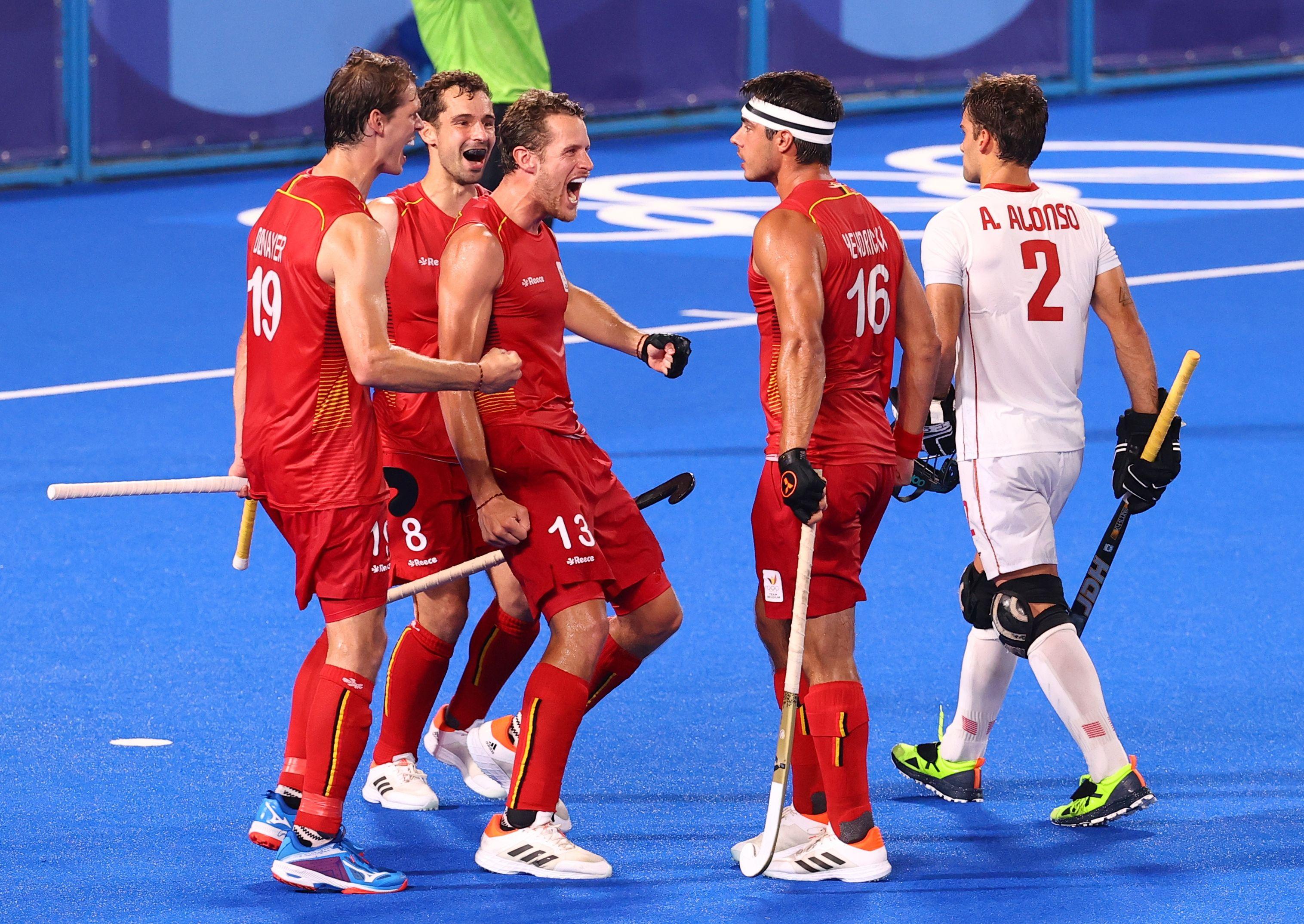 Tokyo 2020 Olympics - Hockey - Men - Quarterfinal - Belgium v Spain - Oi Hockey Stadium, Tokyo, Japan - August 1, 2021. Alex Hendrickx of Belgium celebrates with teammates after scoring. REUTERS/Bernadett Szabo