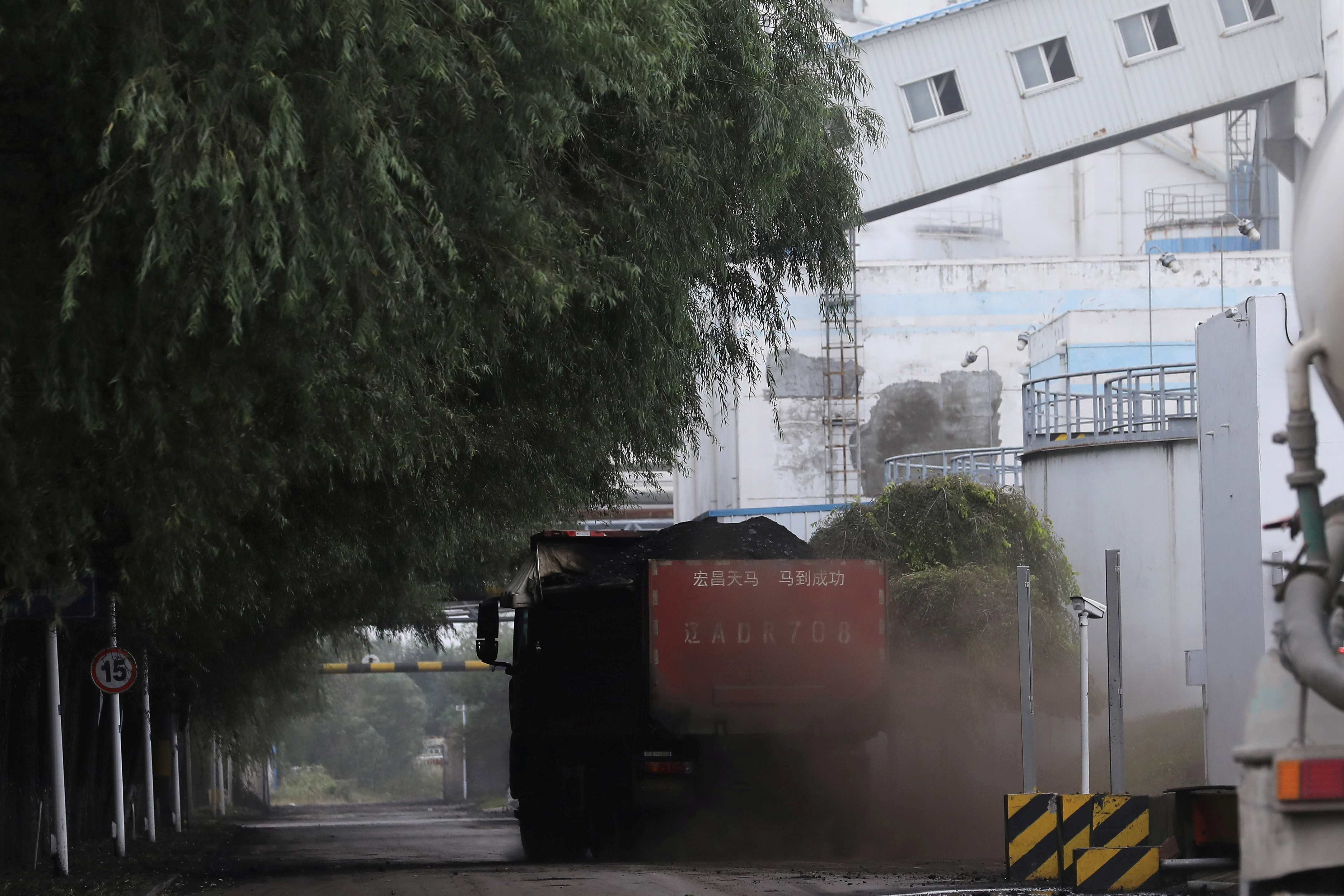 A truck transports coal at a coal-fired power plant in Shenyang, Liaoning province, China September 29, 2021. REUTERS/Tingshu Wang/File Photo