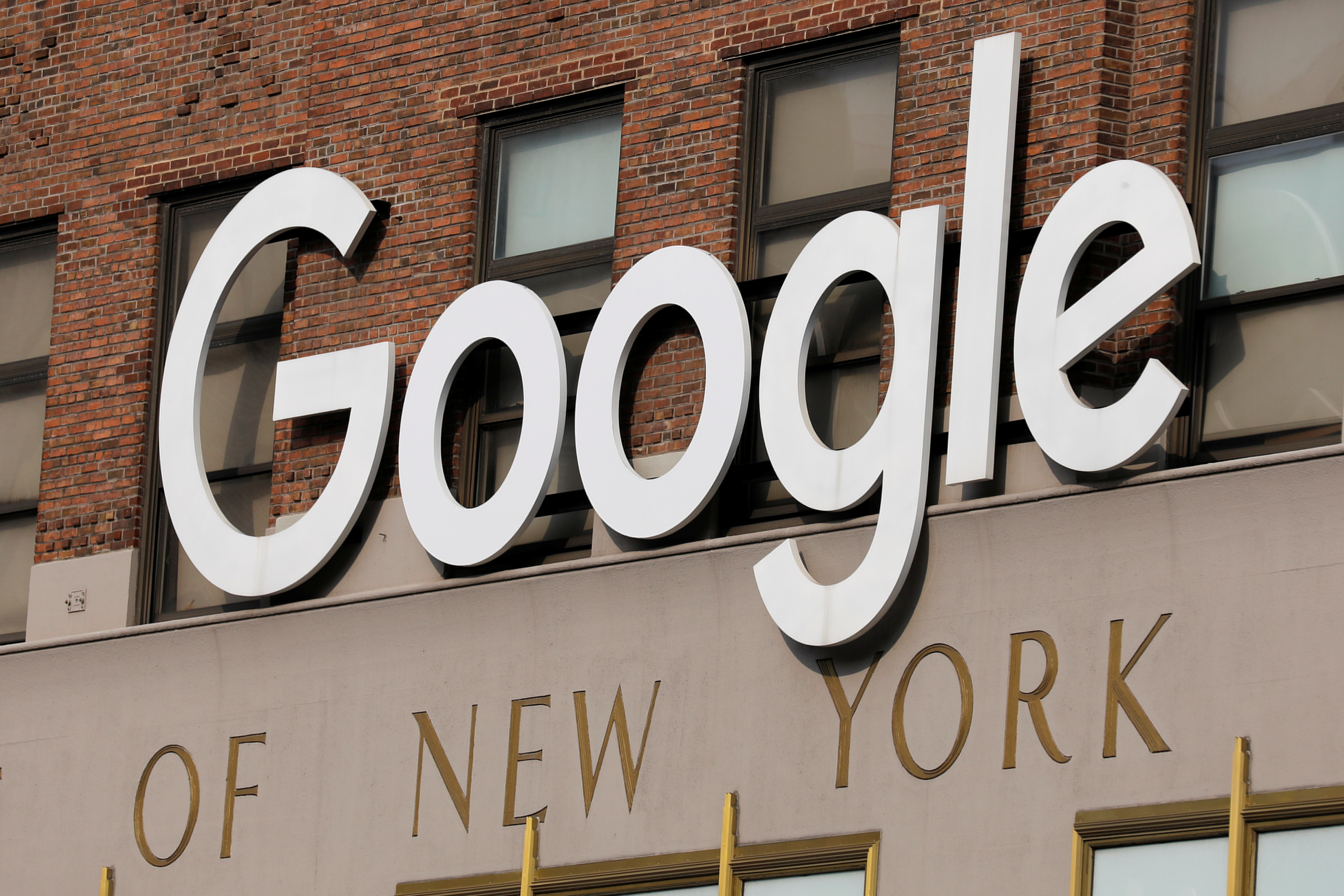 A logo is seen on the New York Google offices after they announced they will postpone their reopening in response to updated CDC guidelines during the outbreak of the coronavirus disease (COVID-19) in Manhattan, New York City, U.S., July 29, 2021. REUTERS/Andrew Kelly