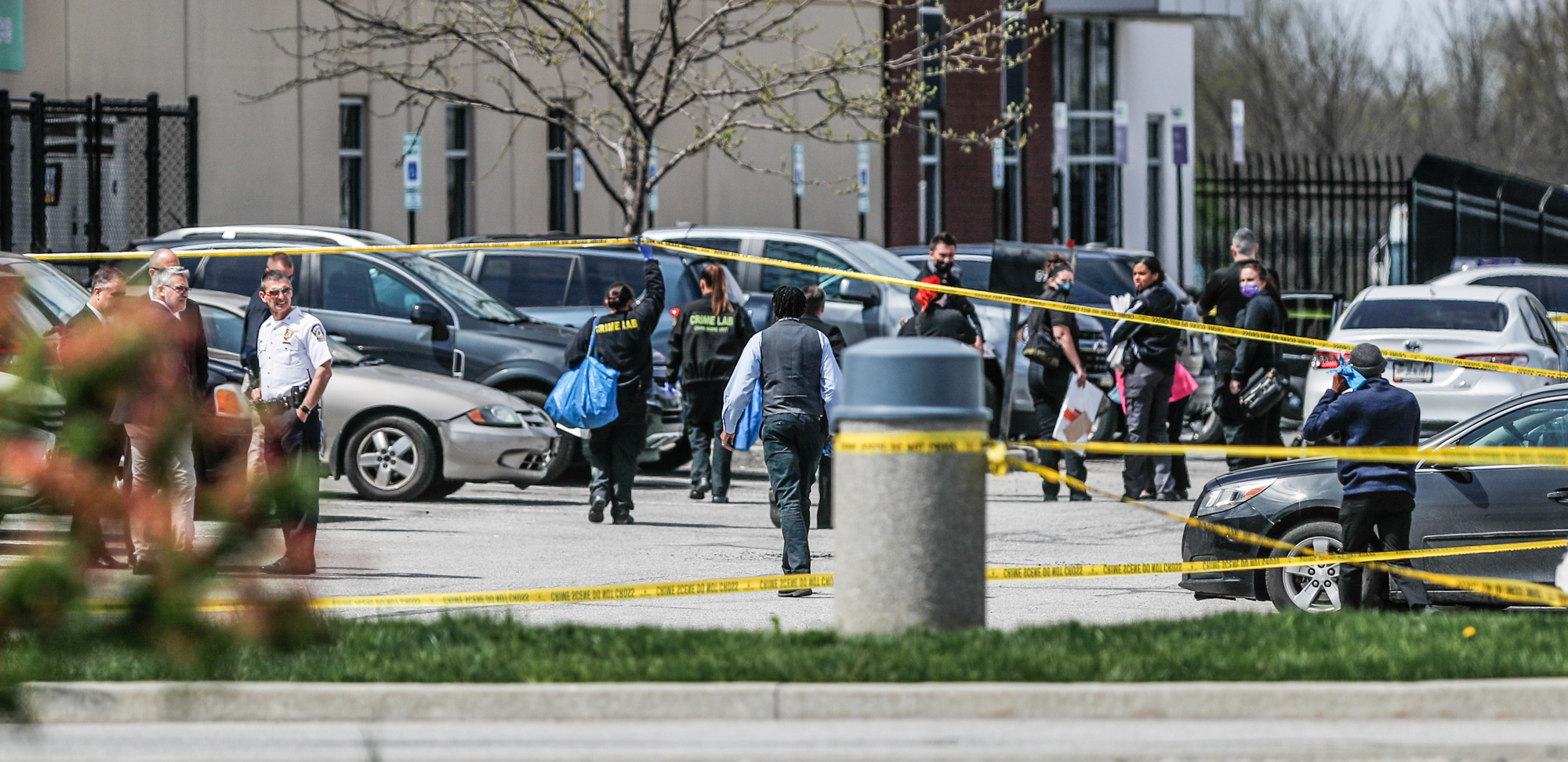 Investigators are on the scene following a mass shooting at a FedEx facility in Indianapolis, Indiana, U.S., April 16, 2021.  Michelle Pemberton-USA TODAY NETWORK via REUTERS