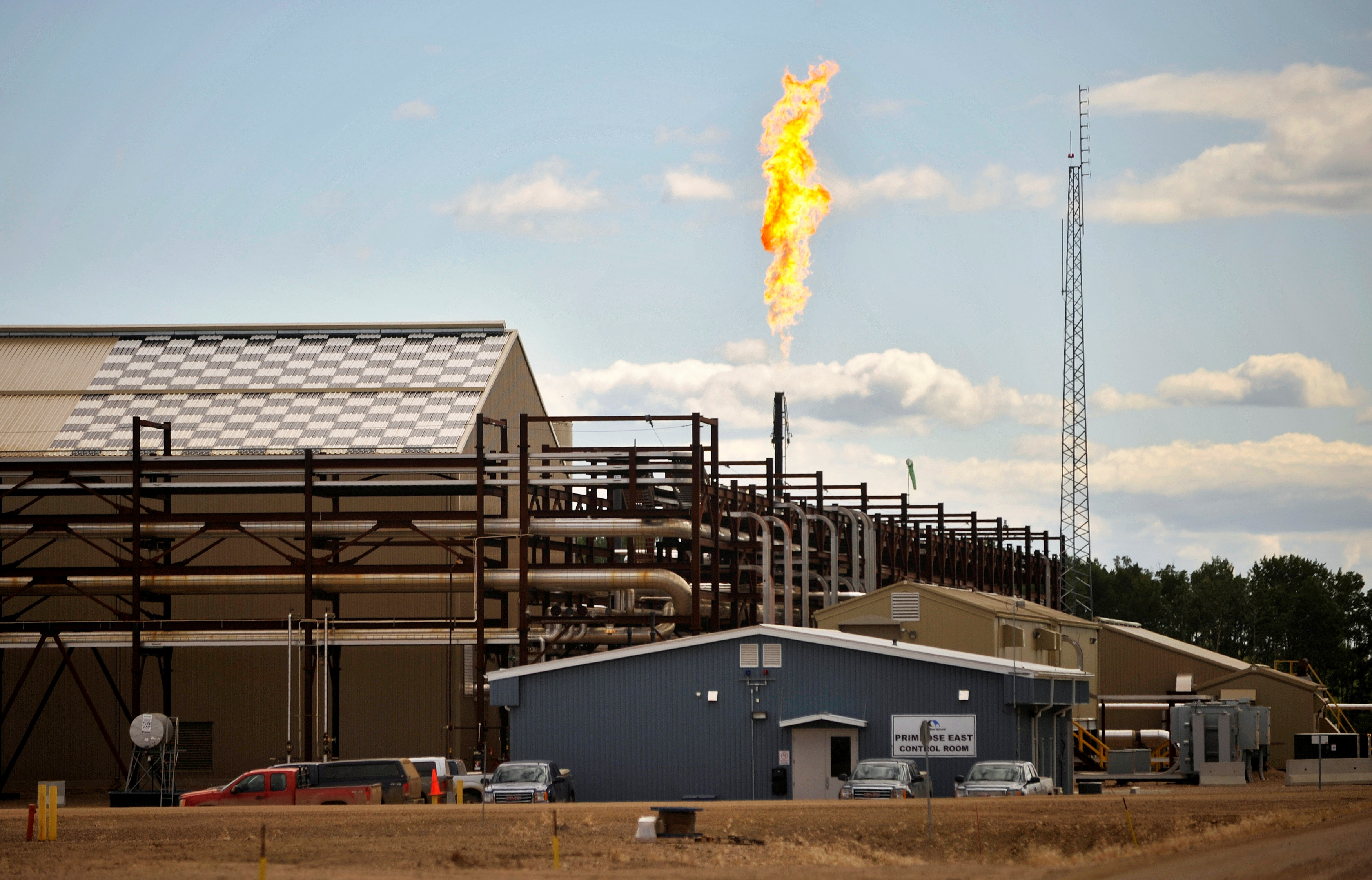The suspension of steam generation forces this East Primrose steam plant to flare natural gas at Canadian Natural Resources Limited's (CNRL) Primrose Lake oil sands project near Cold Lake, Alberta August 8, 2013. REUTERS/Dan Riedlhuber
