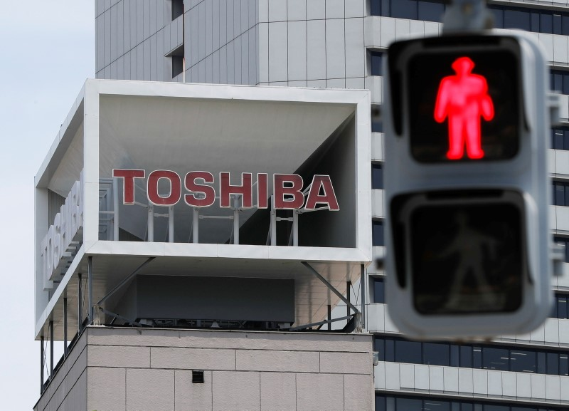 The logo of Toshiba Corp. is seen next to a traffic signal atop of a building in Tokyo, Japan June 11, 2021.  REUTERS/Issei Kato