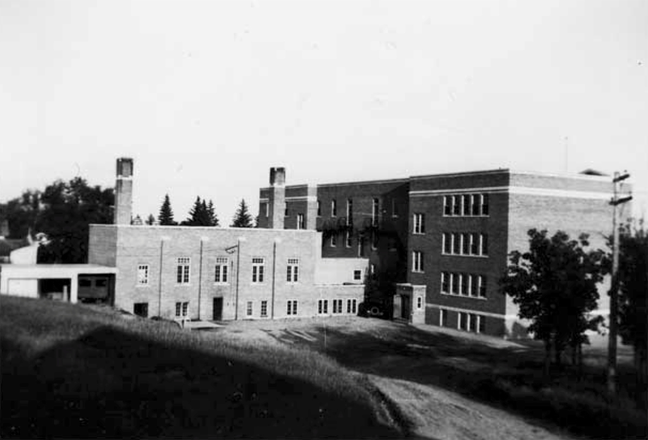 The Brandon Indian Residential School is seen in Brandon, Manitoba, Canada in 1947.  Shingwauk Residential Schools Centre/Handout via REUTERS./File Photo