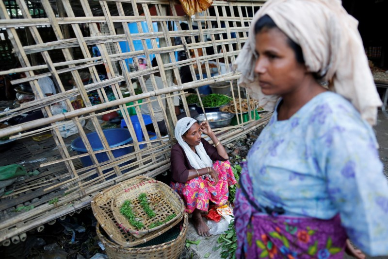 A woman sells food at the internally displaced persons camp for Rohingya people outside Sittwe in the state of Rakhine, Myanmar, November 15, 2016. REUTERS/Soe Zeya Tun/File Photo