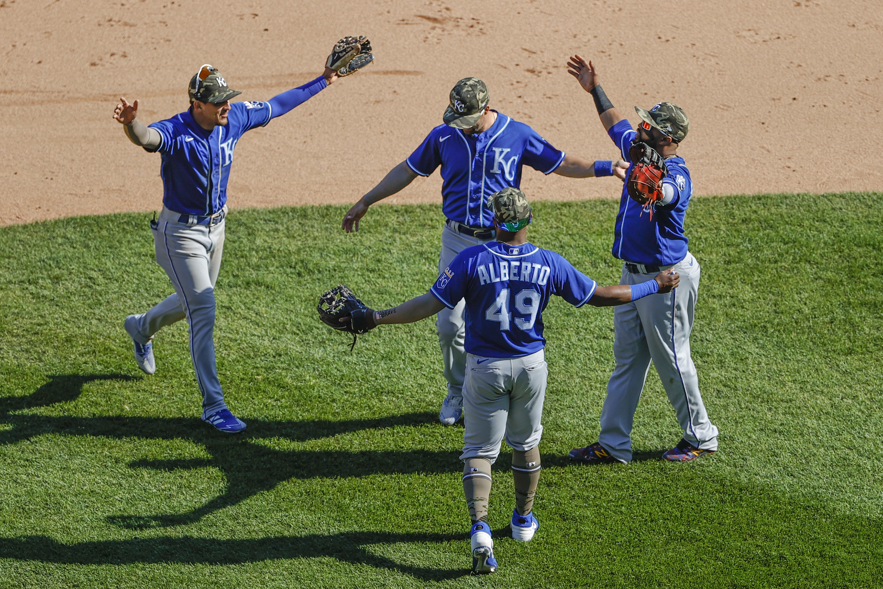 Royals snap 11-game skid with win over White Sox | Reuters