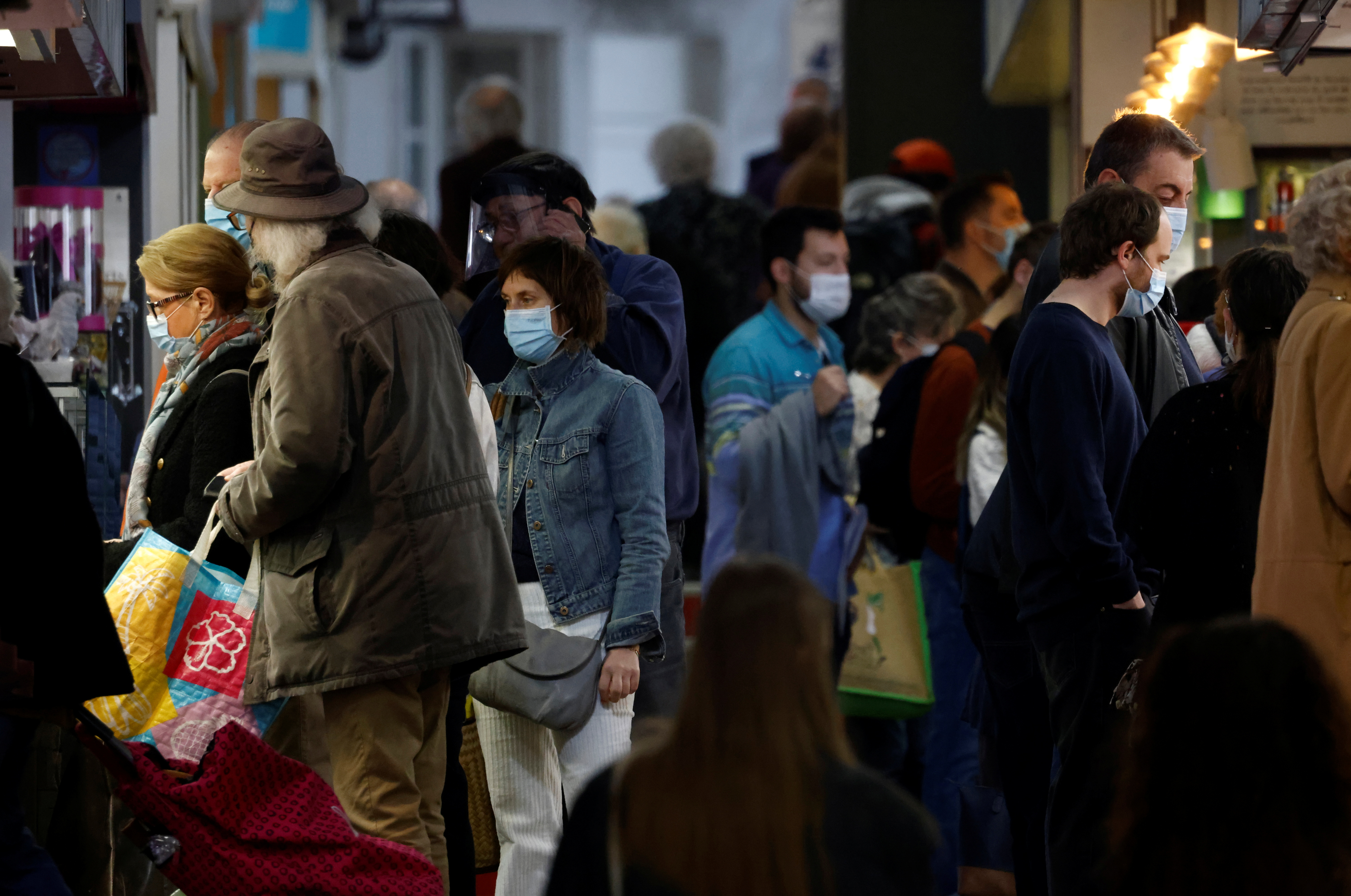 People, wearing protective face masks, shop at a local market in Nantes amid the coronavirus disease (COVID-19) outbreak in France, April 1, 2021. REUTERS/Stephane Mahe