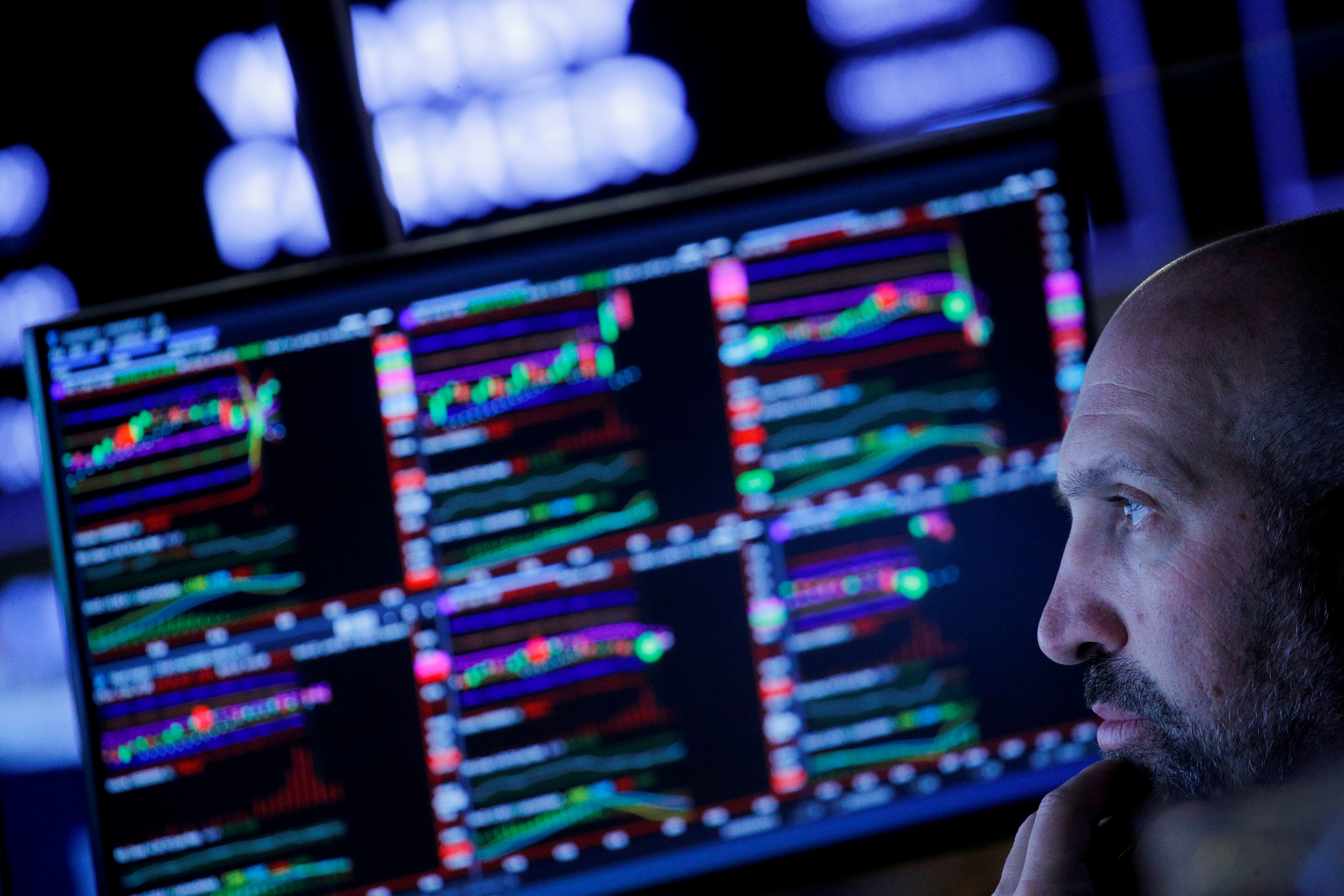 Traders work on the floor of the New York Stock Exchange (NYSE) in New York City, U.S., September 29, 2021. REUTERS/Brendan McDermid