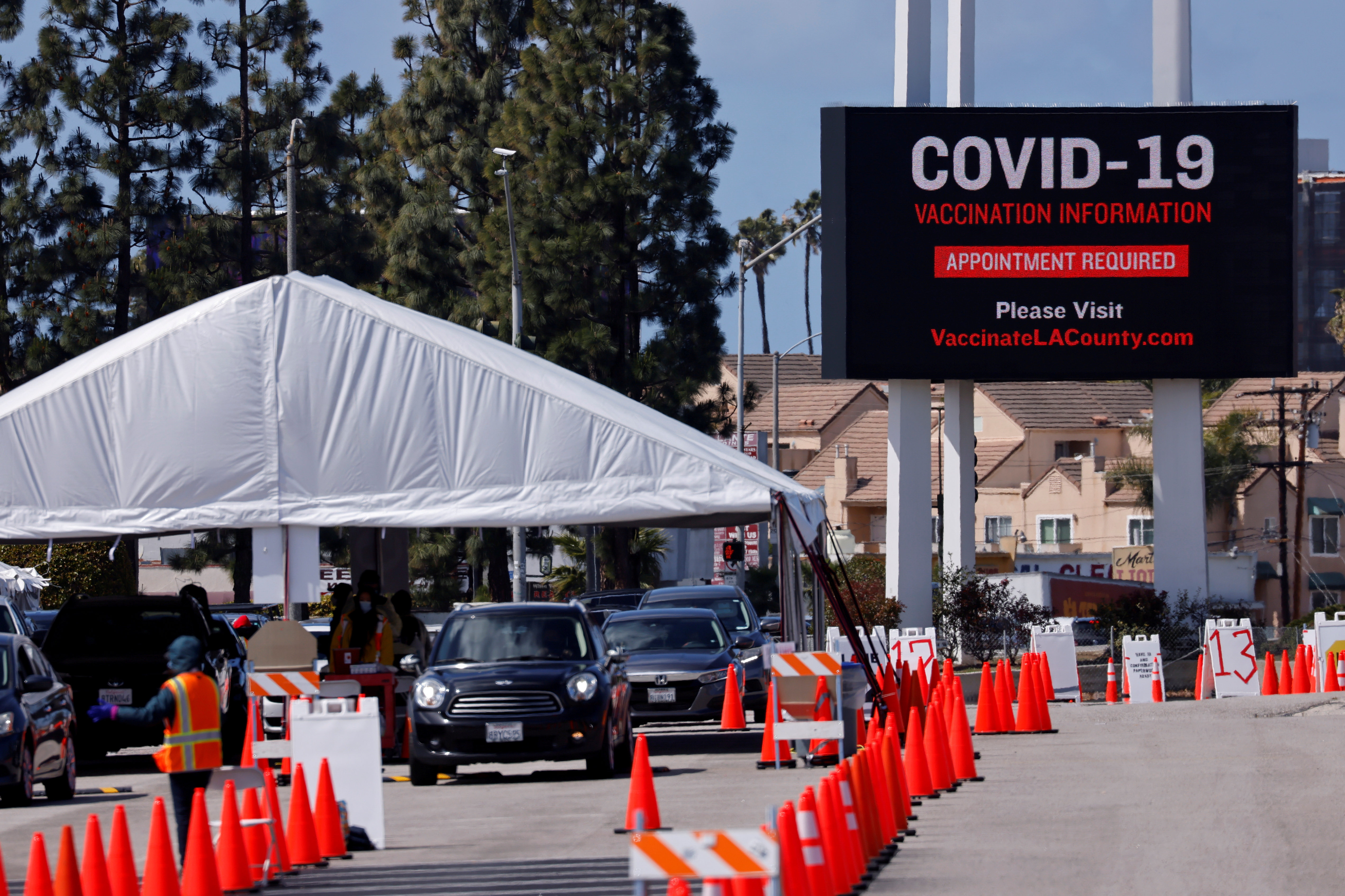 A large vaccination site is shown as people with preexisting health conditions are granted access to a vaccination during the outbreak of the coronavirus disease (COVID-19) in Inglewood, California, U.S., March 15, 2021.  REUTERS/Mike Blake/File Photo