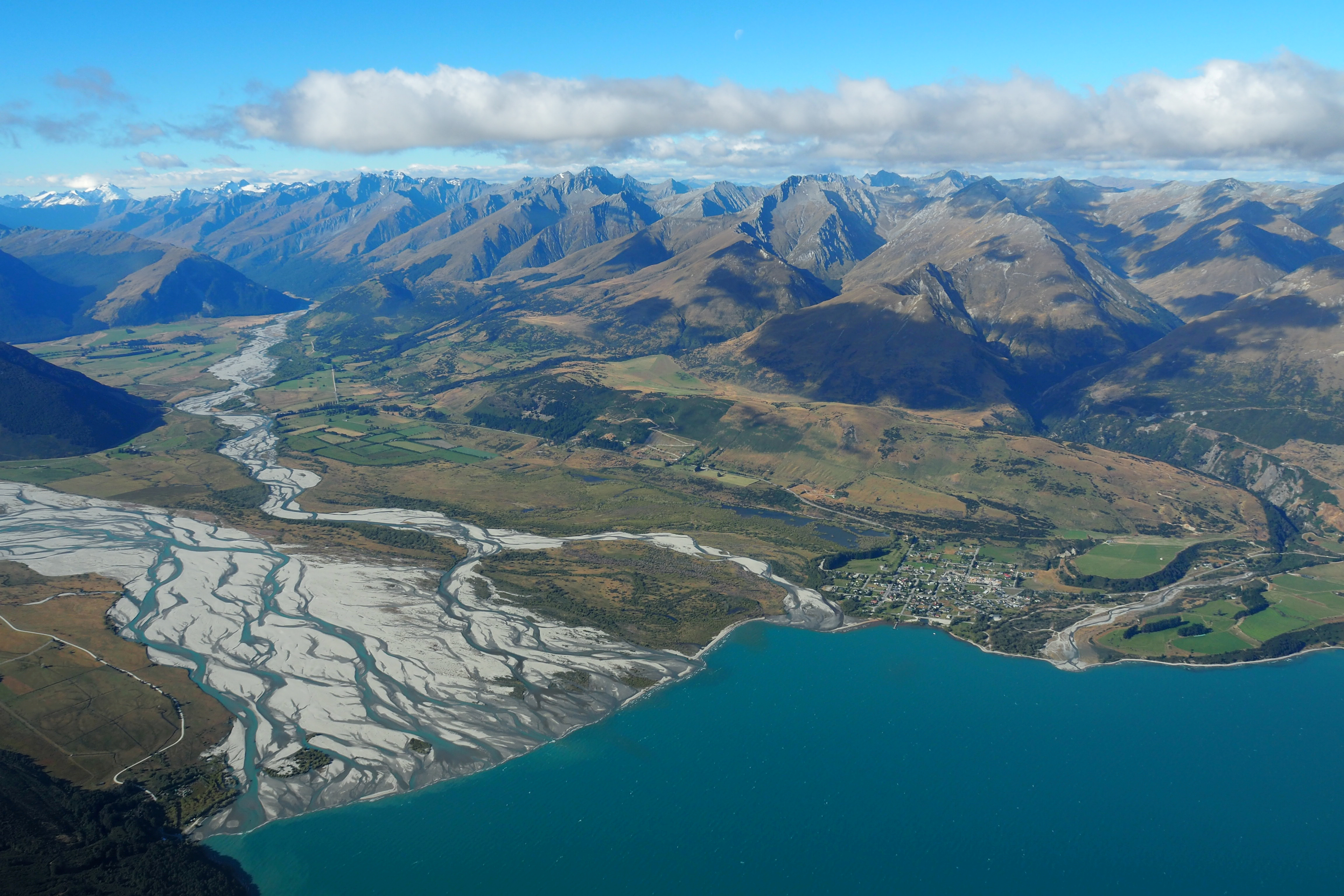The town of Glenorchy on Lake Wakatipu and Otago river New Zealand March 7, 2017.      REUTERS/Henning Gloystein/File Photo - RC2MUM9UCF5M
