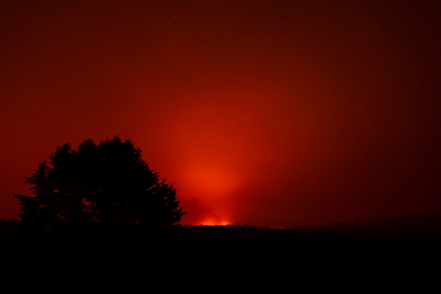 The Bootleg Fire glows in the distance, near Beatty, Oregon, U.S., July 13, 2021. Picture taken July 13, 2021.   REUTERS/Mathieu Lewis-Rolland/File Photo