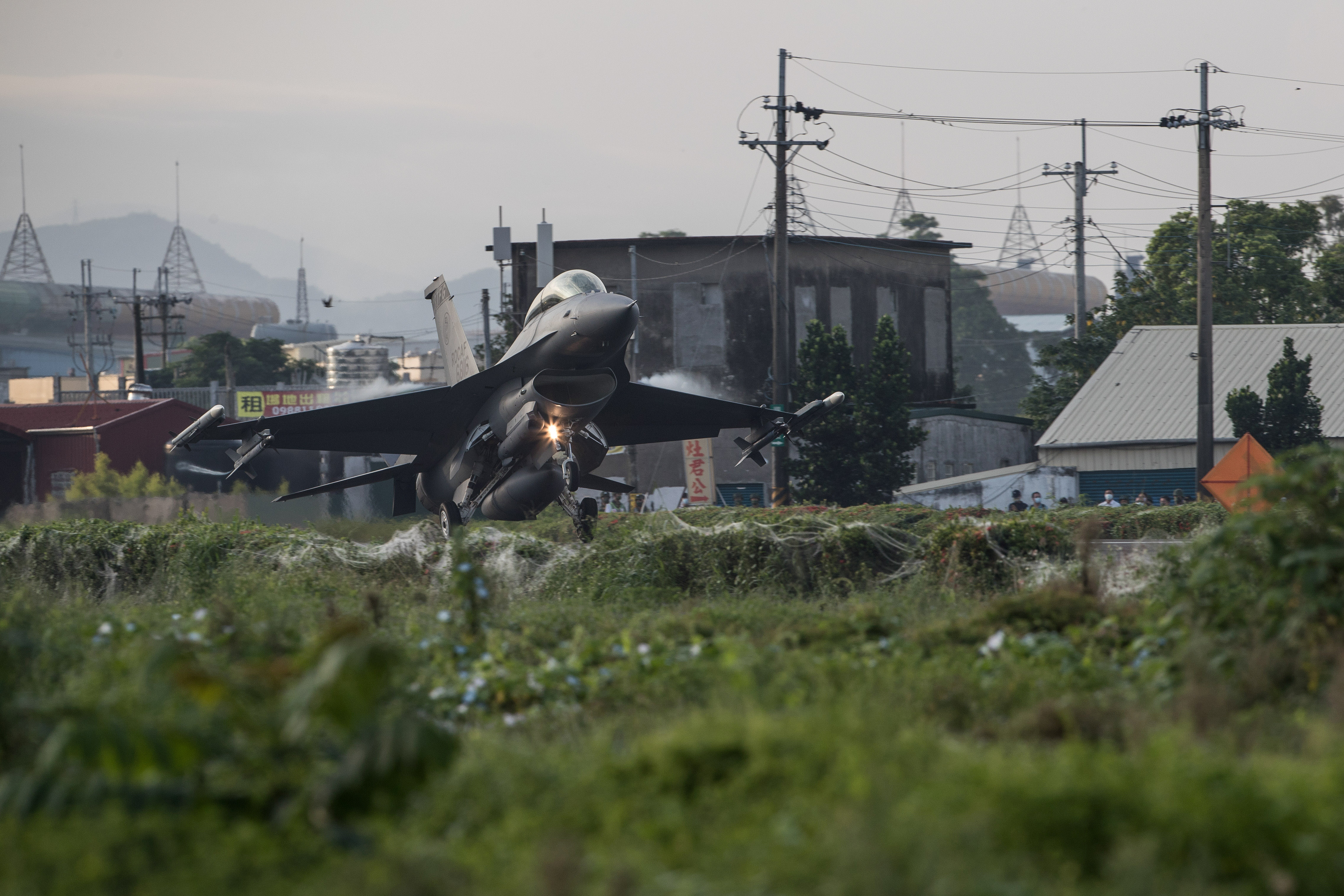 A Taiwanese Air Force F-16V fighter jet takes off on a highway that is converted as a runway, during the take-off and landing drill as part of the annual Han Kuang drill in Pingtung, Taiwan, 15 September 2021. TAIWAN MILITARY NEWS AGENCY/Handout via REUTERS