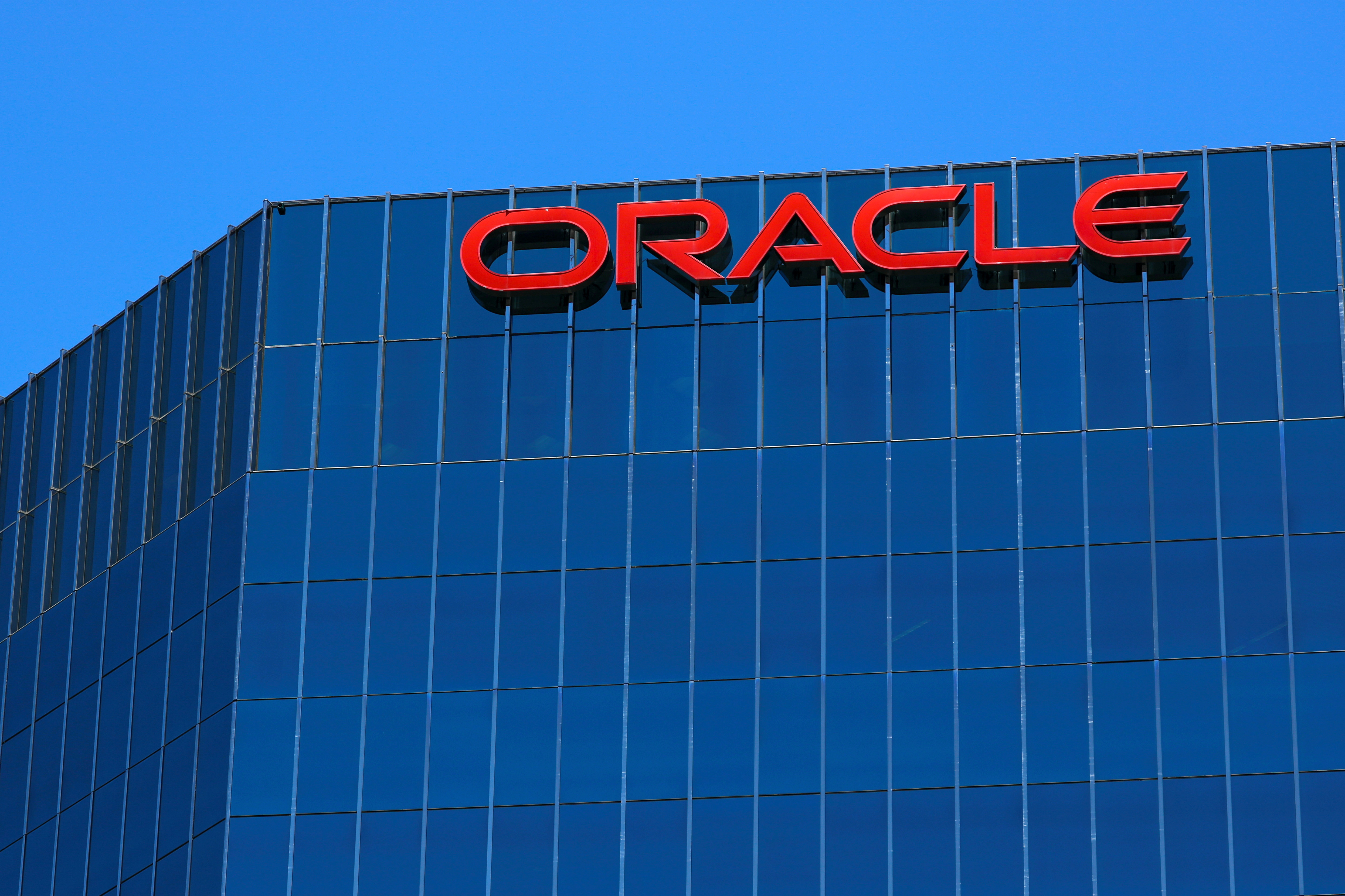 The Oracle logo is shown on an office building in Irvine, California, U.S. June 28, 2018.        REUTERS/Mike Blake/File Photo