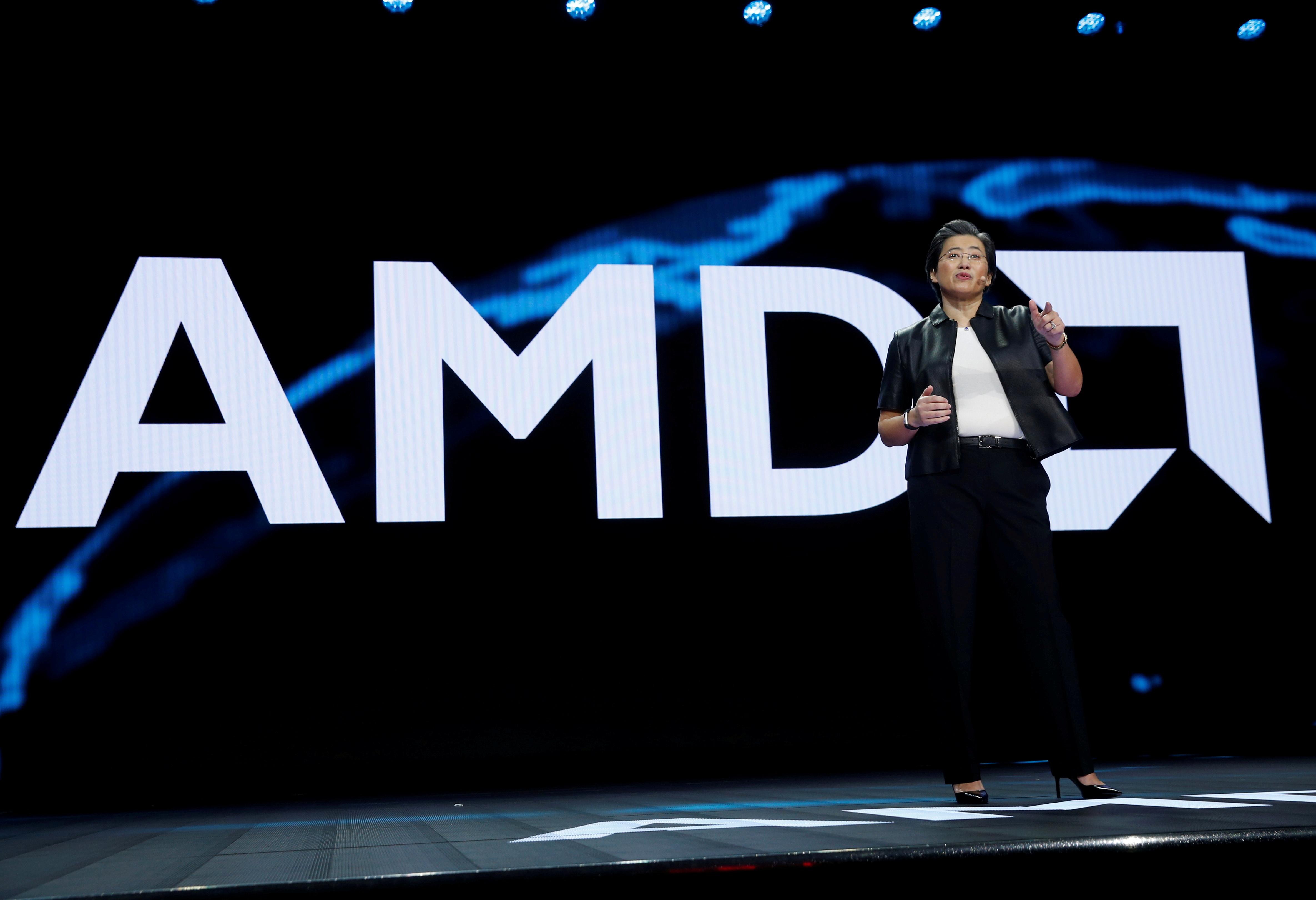 Lisa Su, chủ tịch và giám đốc điều hành của AMD, có bài phát biểu quan trọng trong CES 2019 ở Las Vegas, Nevada, Hoa Kỳ, ngày 9 tháng 1 năm 2019. REUTERS / Steve Marcus / File Photo