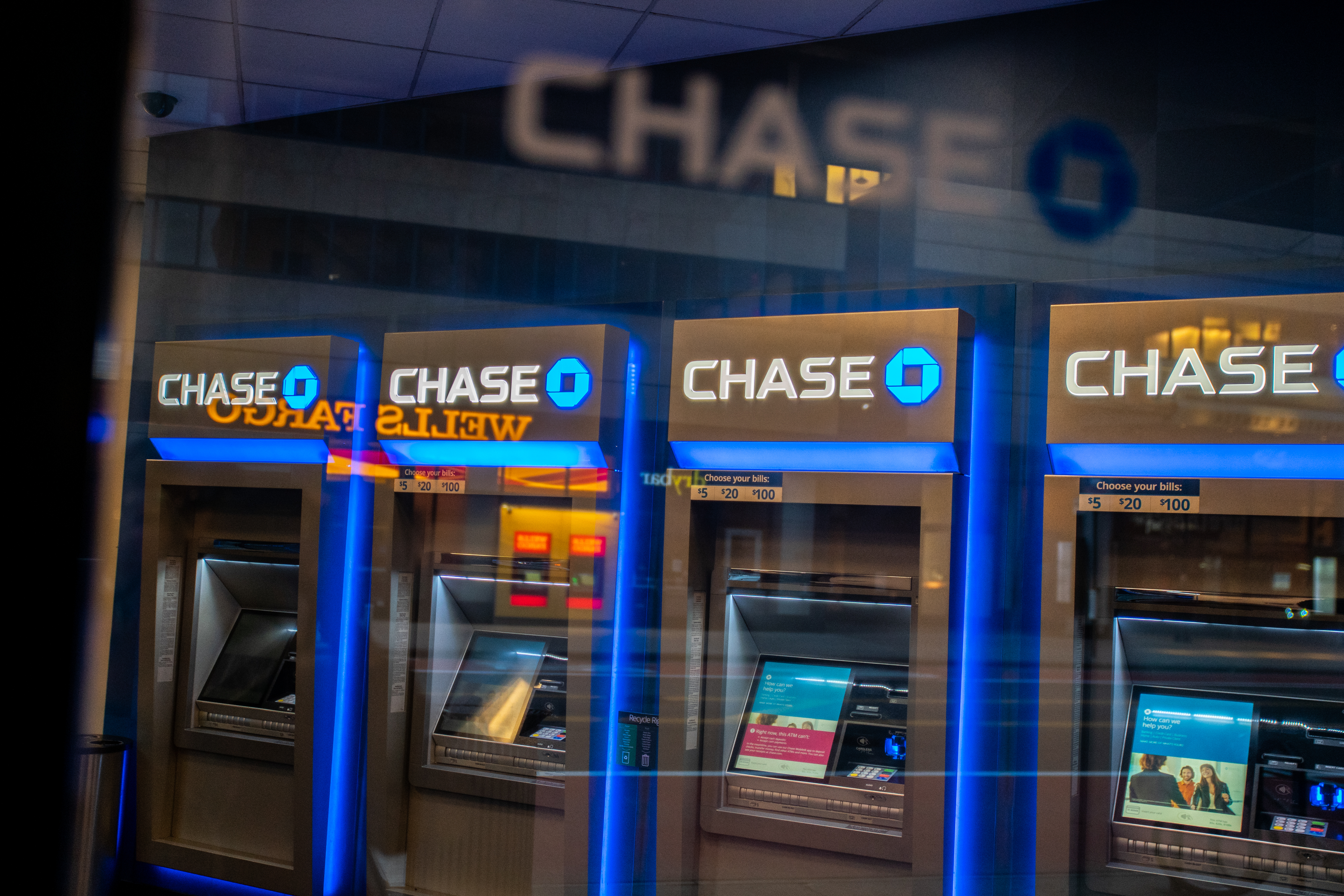 Chase ATM machines are seen in New York City, U.S., March 17, 2020. REUTERS/Jeenah Moon
