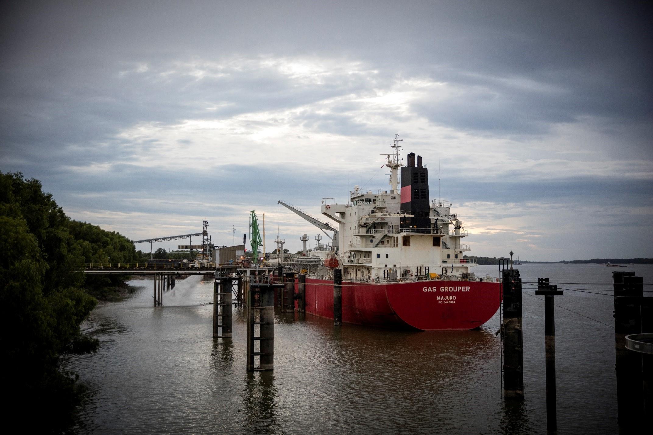 A vessel loads ammonia fertilizer in Donaldsonville, Louisiana, U.S. in 2015. Picture taken in 2015. CF Industries/Handout via REUTERS.