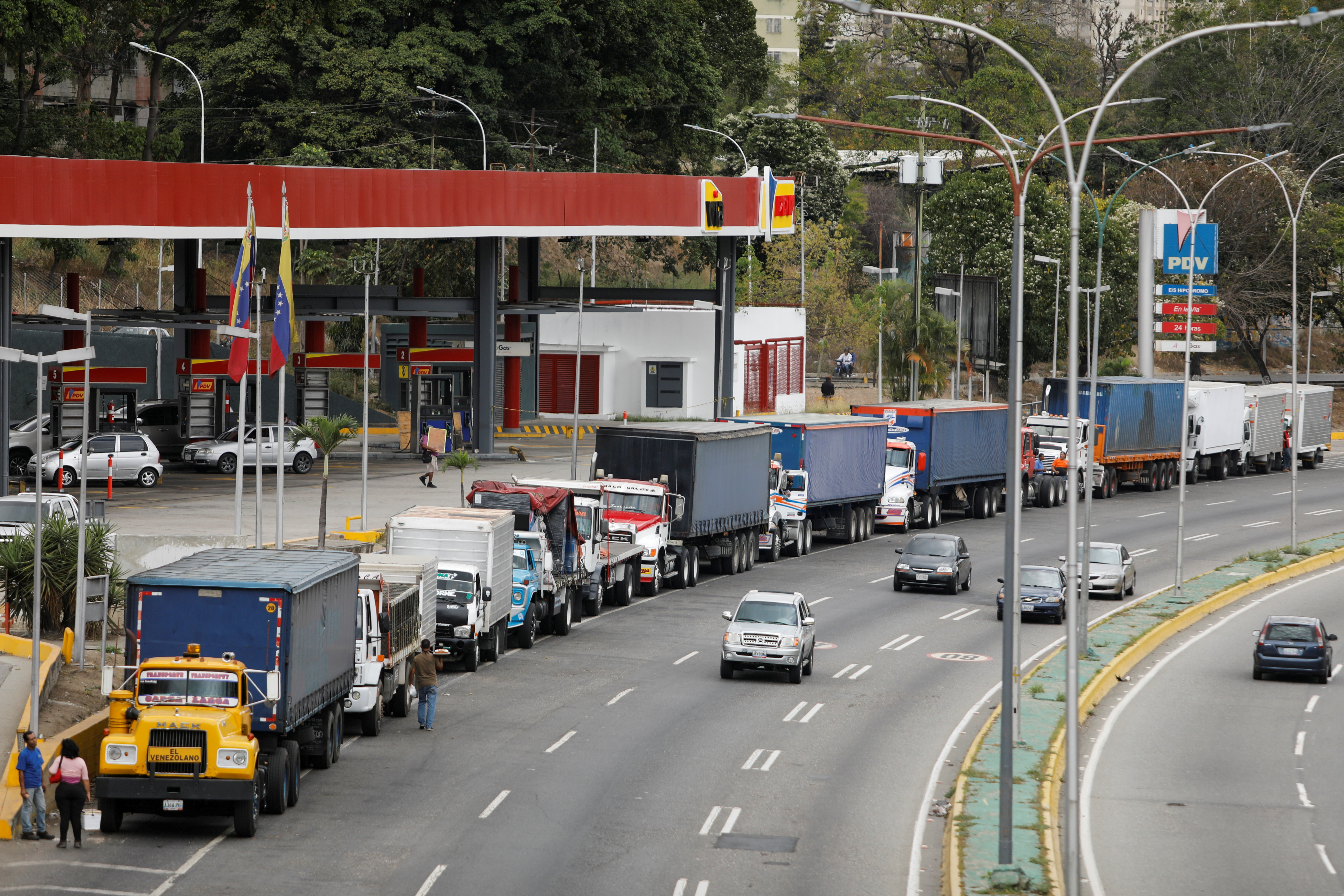 Trailer trucks line up along an avenue to fill up their tanks at a gas station as part of a growing diesel shortage, in Caracas, Venezuela March 5, 2021. REUTERS/Leonardo Fernandez Viloria