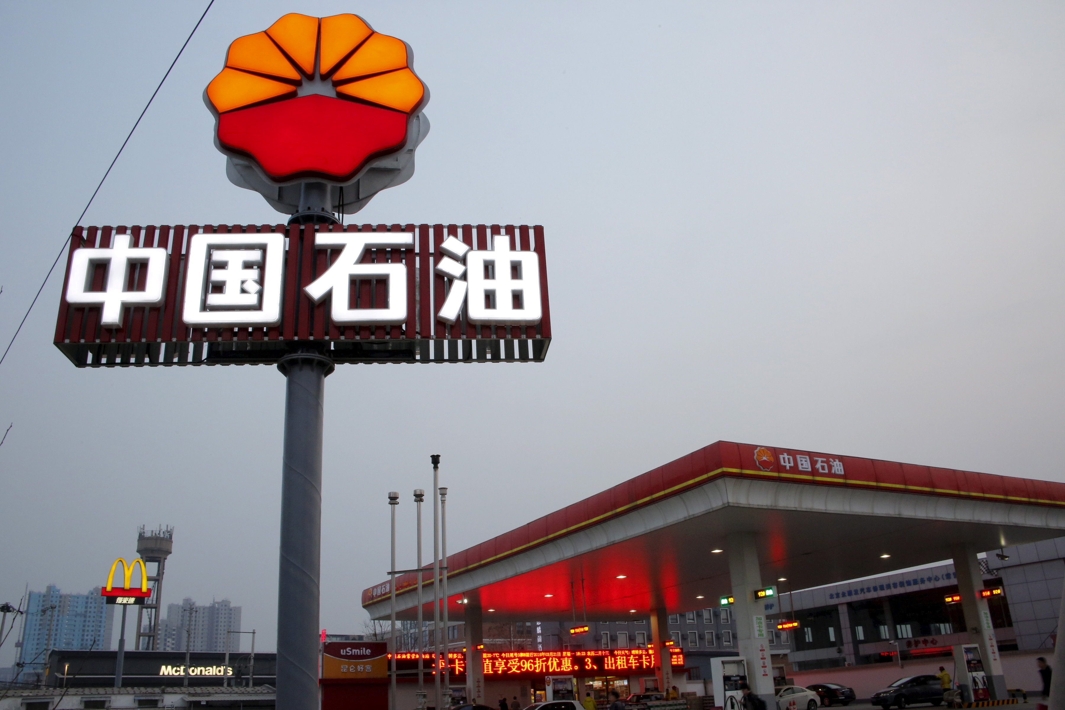A PetroChina petrol station is pictured in Beijing, China, March 21, 2016.  REUTERS/Kim Kyung-Hoon/File Photo