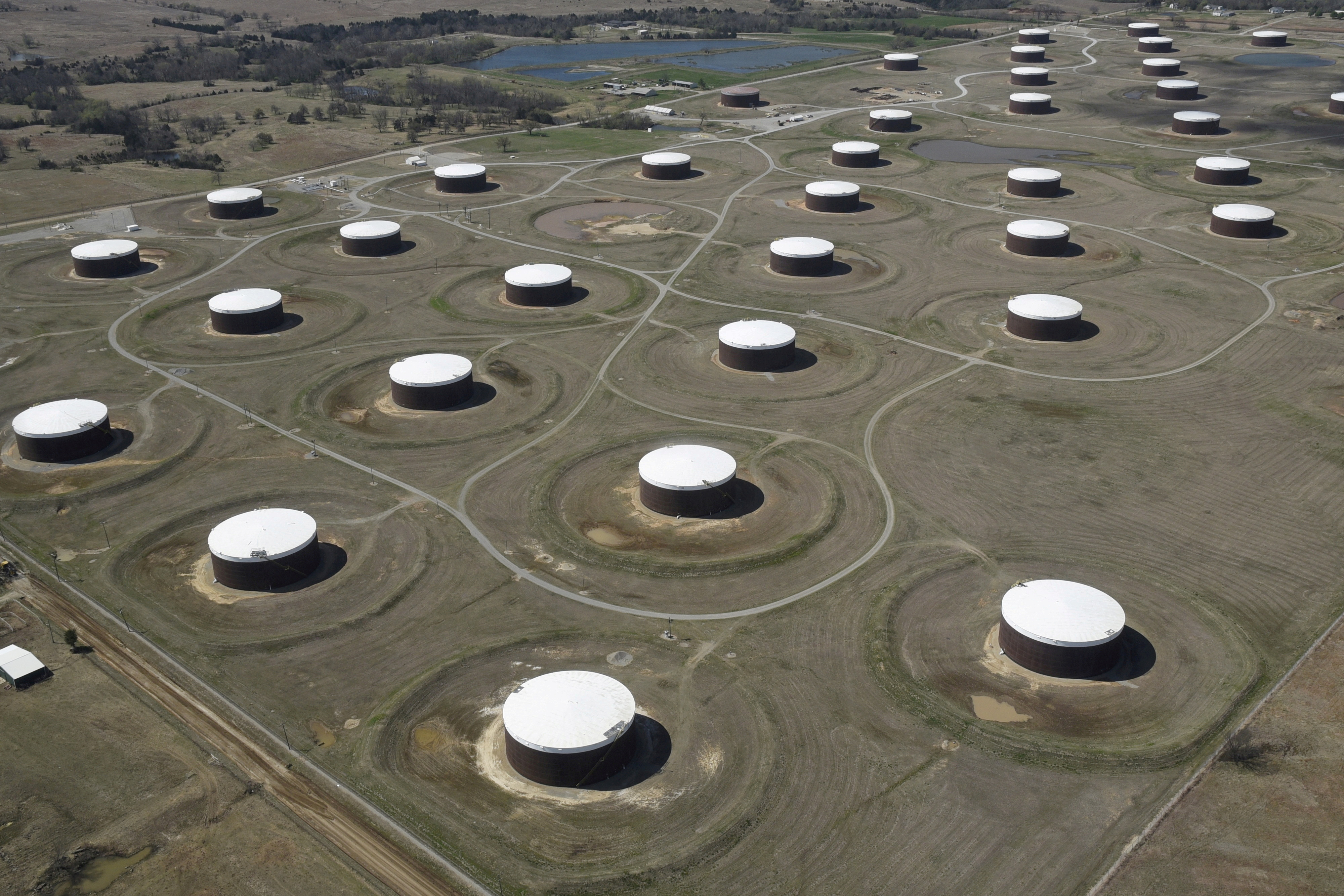 Crude oil storage tanks are seen from above at the Cushing oil hub in Oklahoma, U.S., March 24, 2016.    REUTERS/Nick Oxford/File Photo